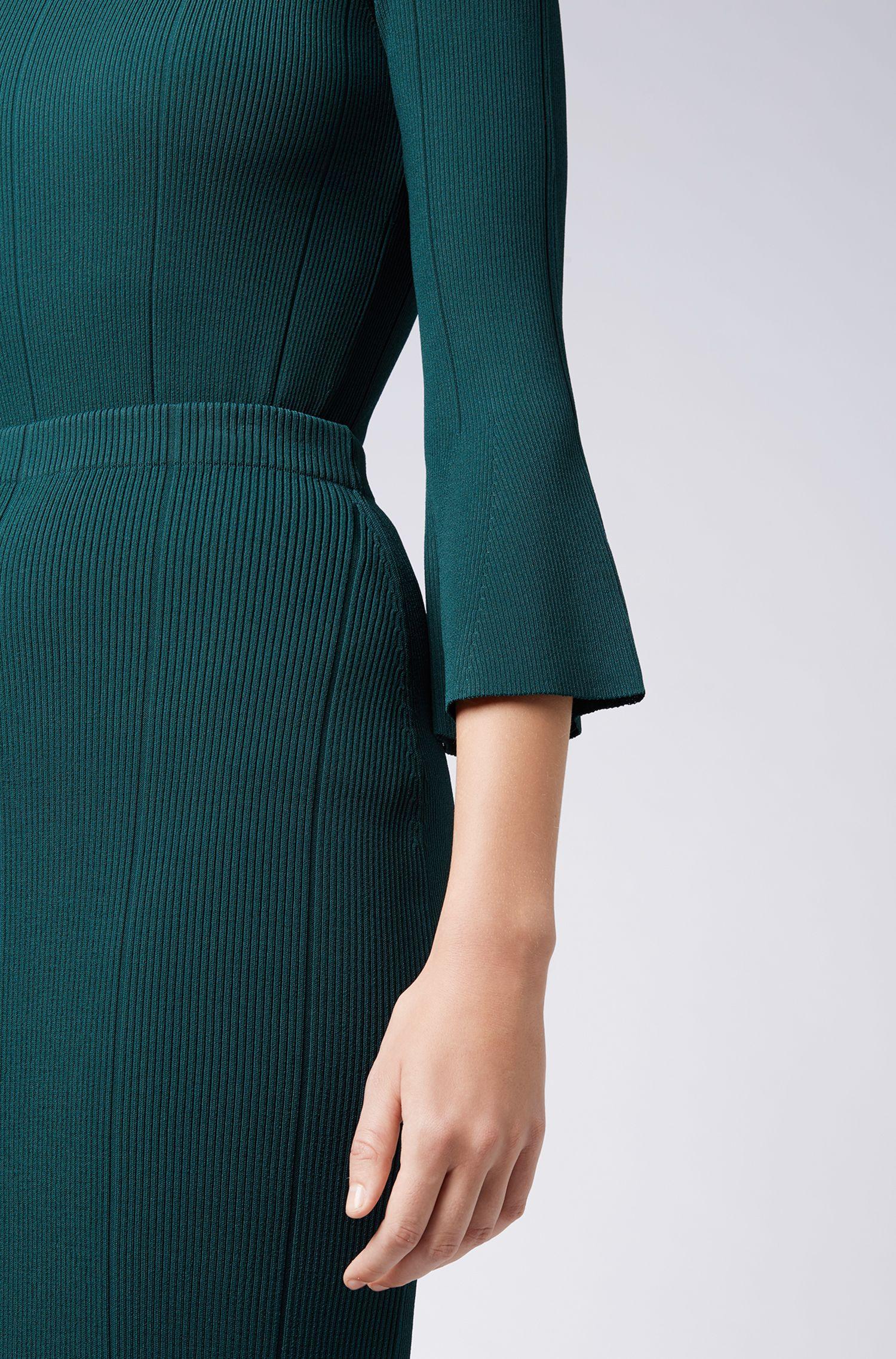 Slim-fit trui van een technisch materiaal met uitlopende mouwen