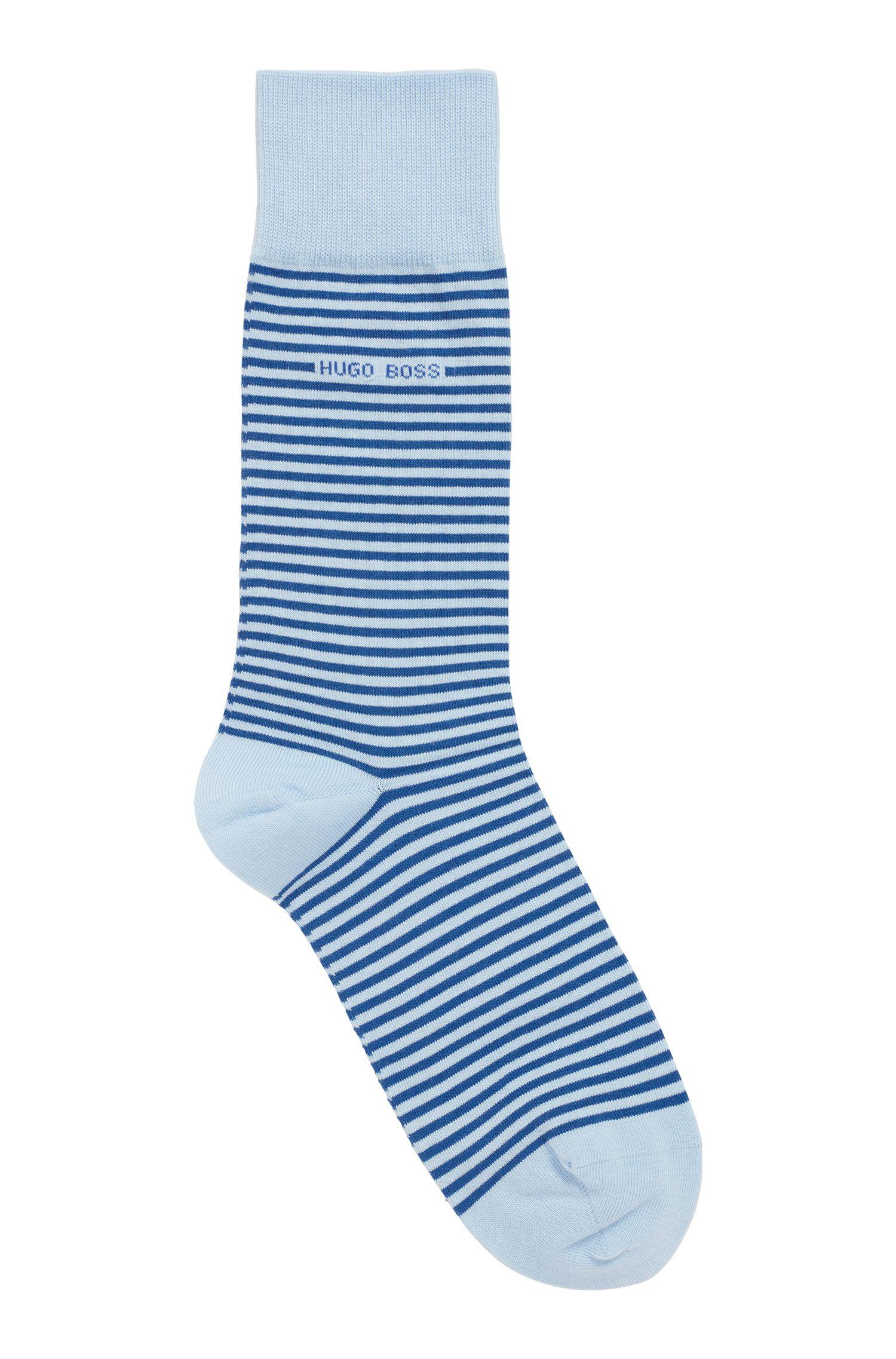 Mittelhohe Socken aus gekämmter Stretch-Baumwolle mit Streifen, Hellblau