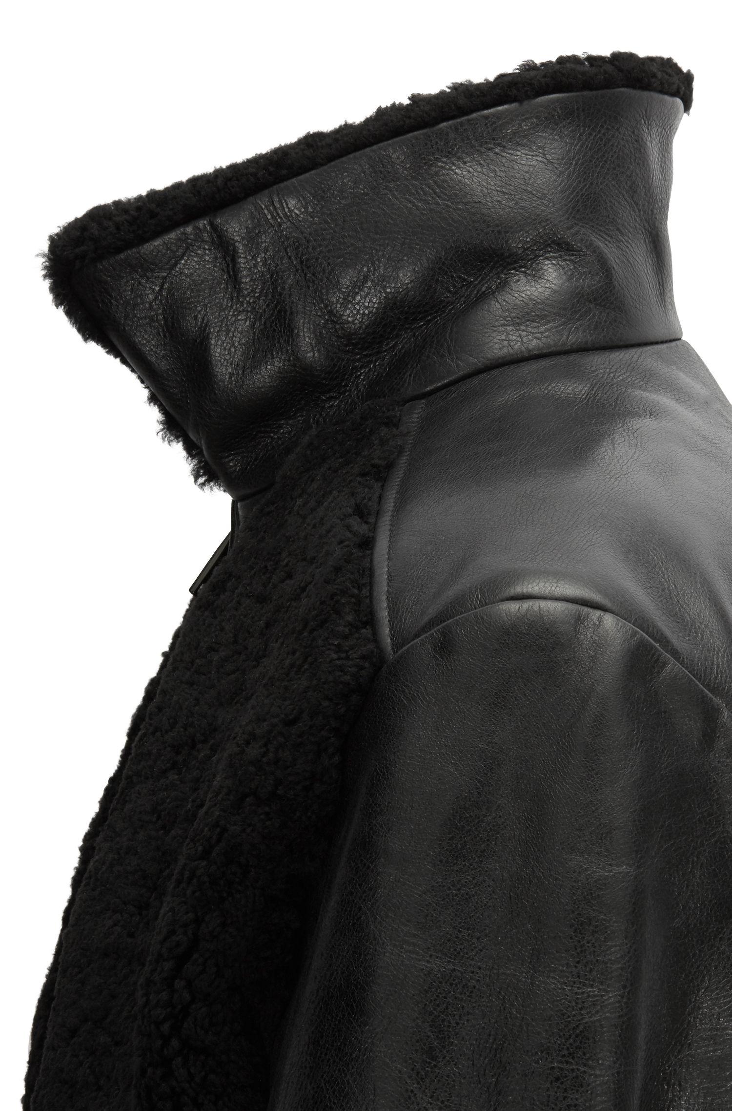 Jas van lamsleer met shearling en stiksels, Zwart