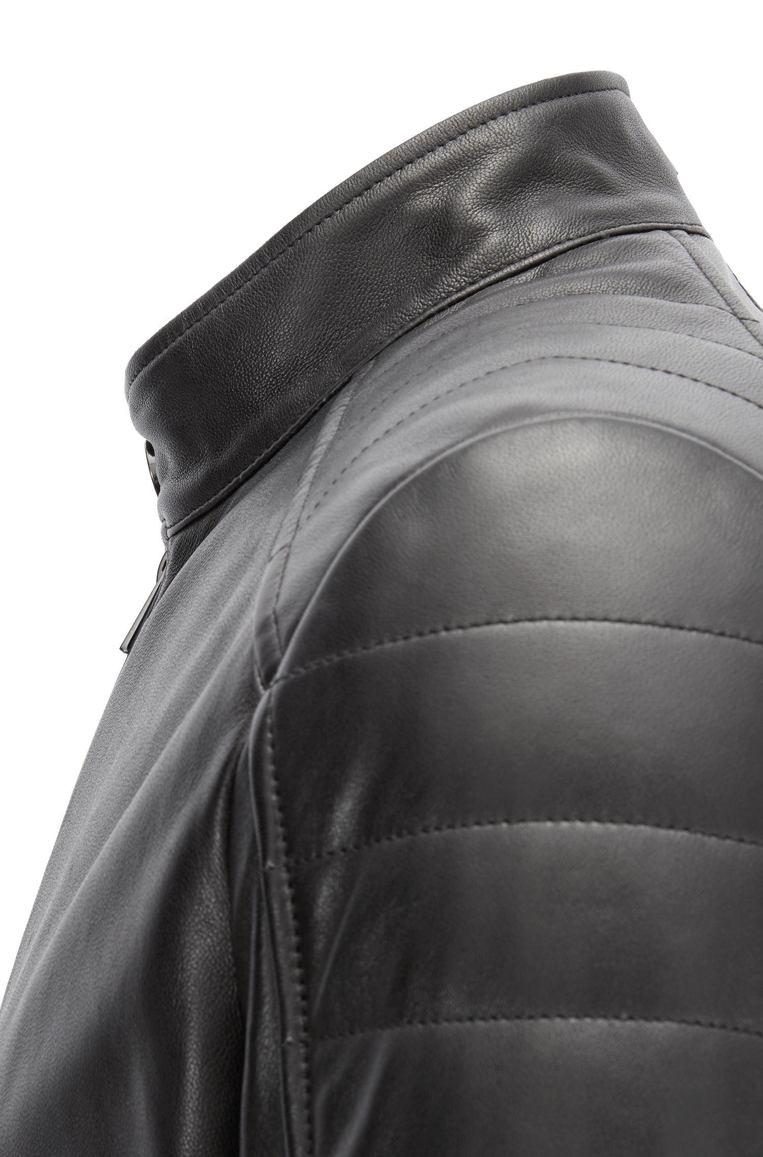 Giacca in pelle regular fit stile blouson con spalline imbottite, Nero