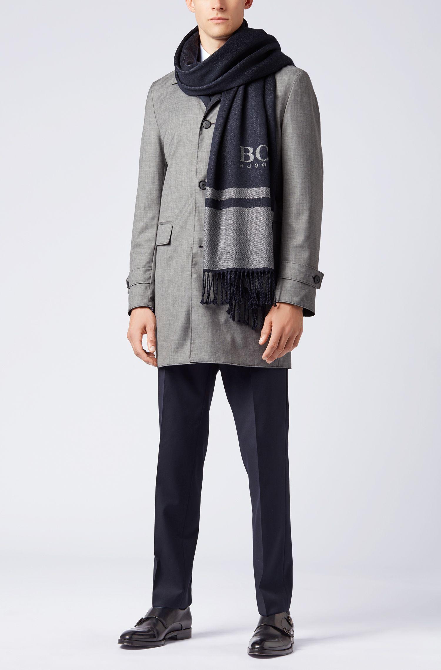 In Italien gefertigter Tailored Schal aus Schurwolle mit Logo-Dessin, Dunkelblau