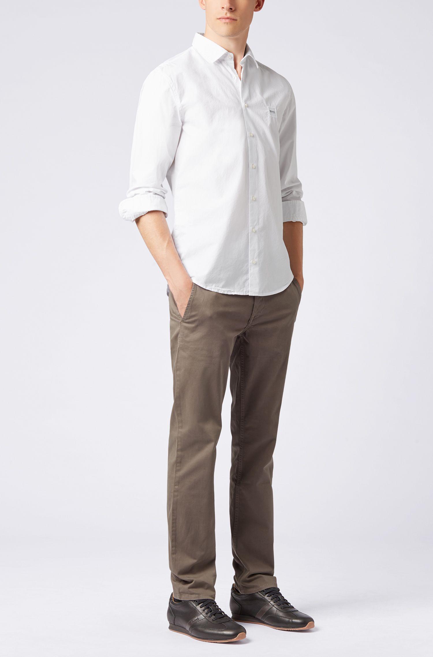 Slim-Fit Hemd aus pigmentgefärbter Baumwolle mit Paper-Touch-Effekt