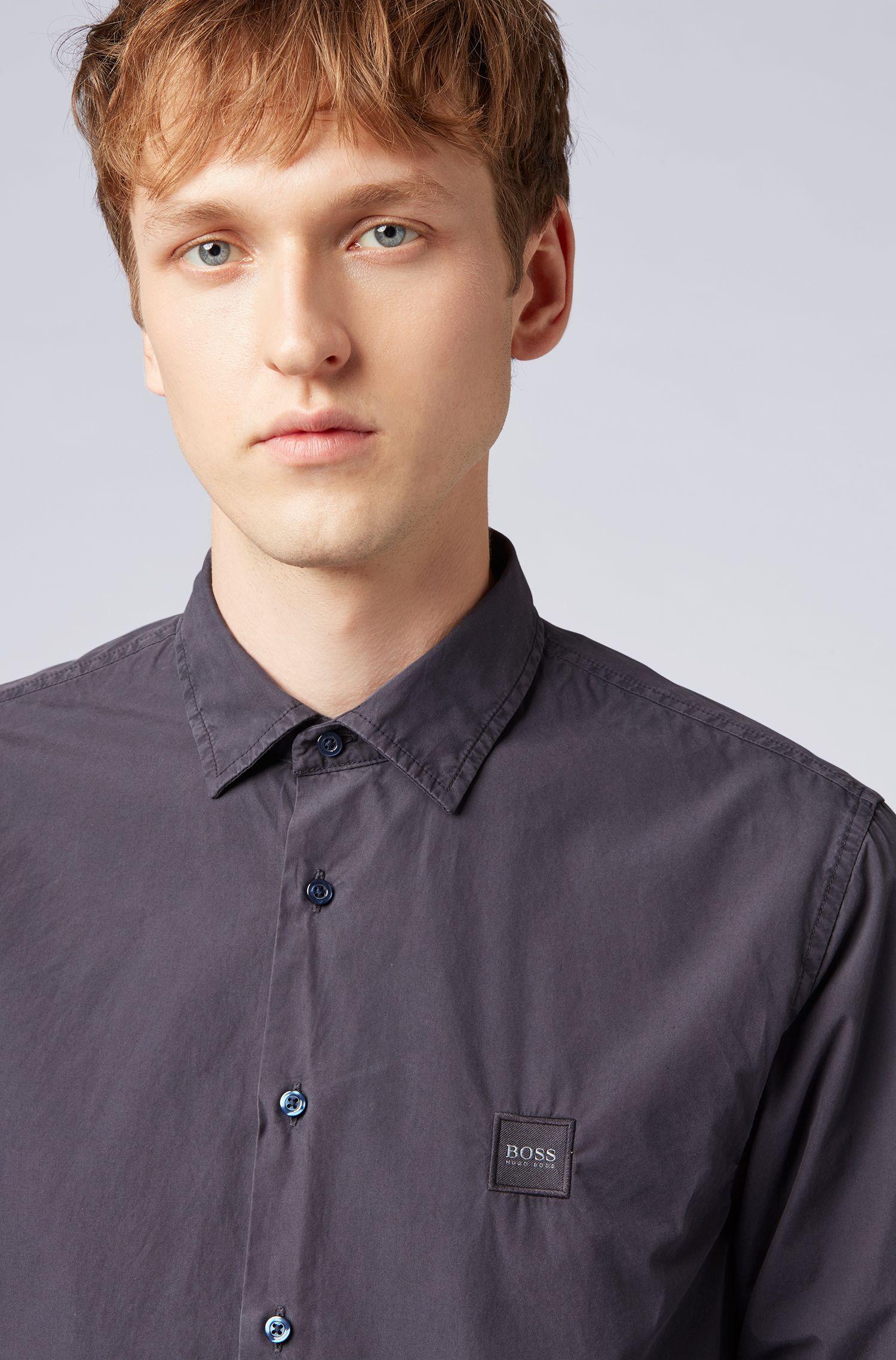 Chemise Slim Fit en coton à la teinture pigmentaire, au toucher papier, Bleu foncé