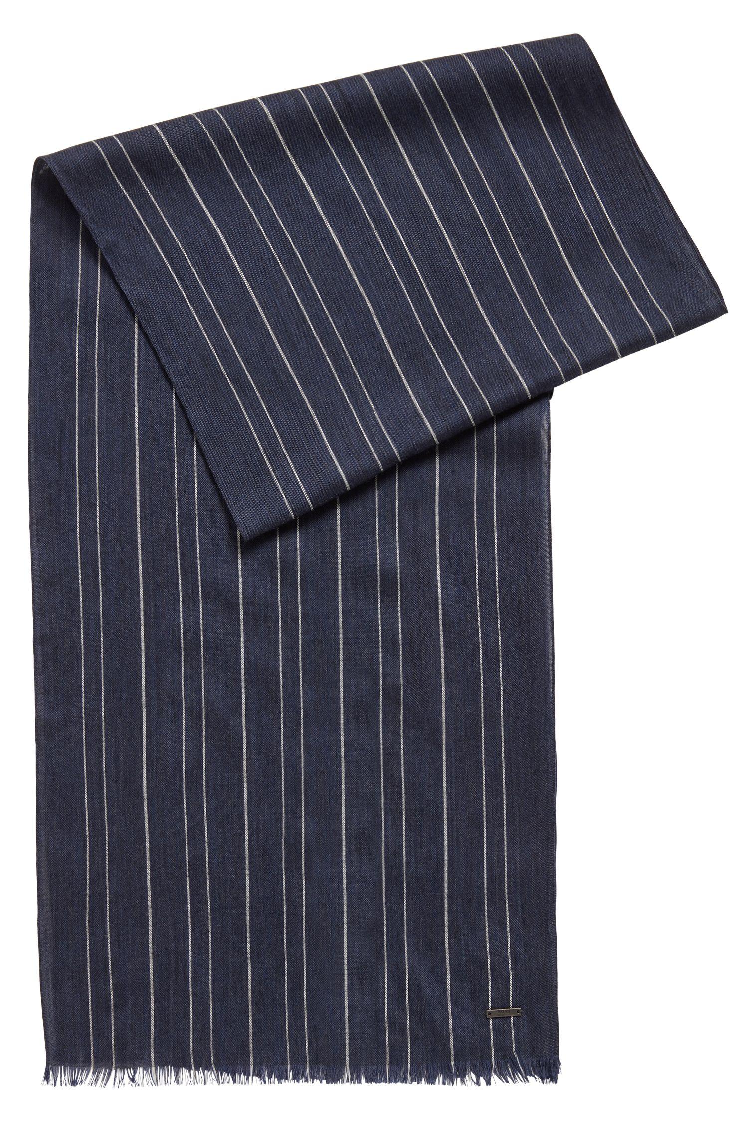Schal aus leichtem Woll-Mix mit Nadelstreifen, Hellblau