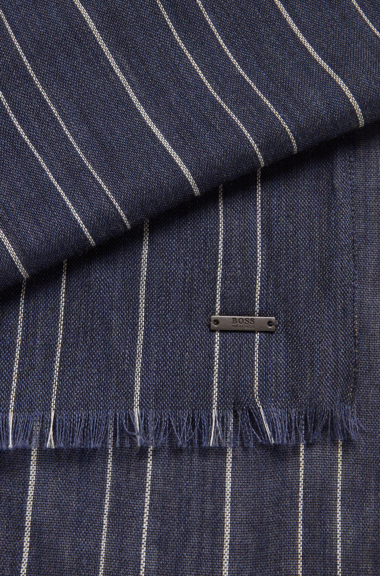 Schal aus leichtem Woll-Mix mit Nadelstreifen