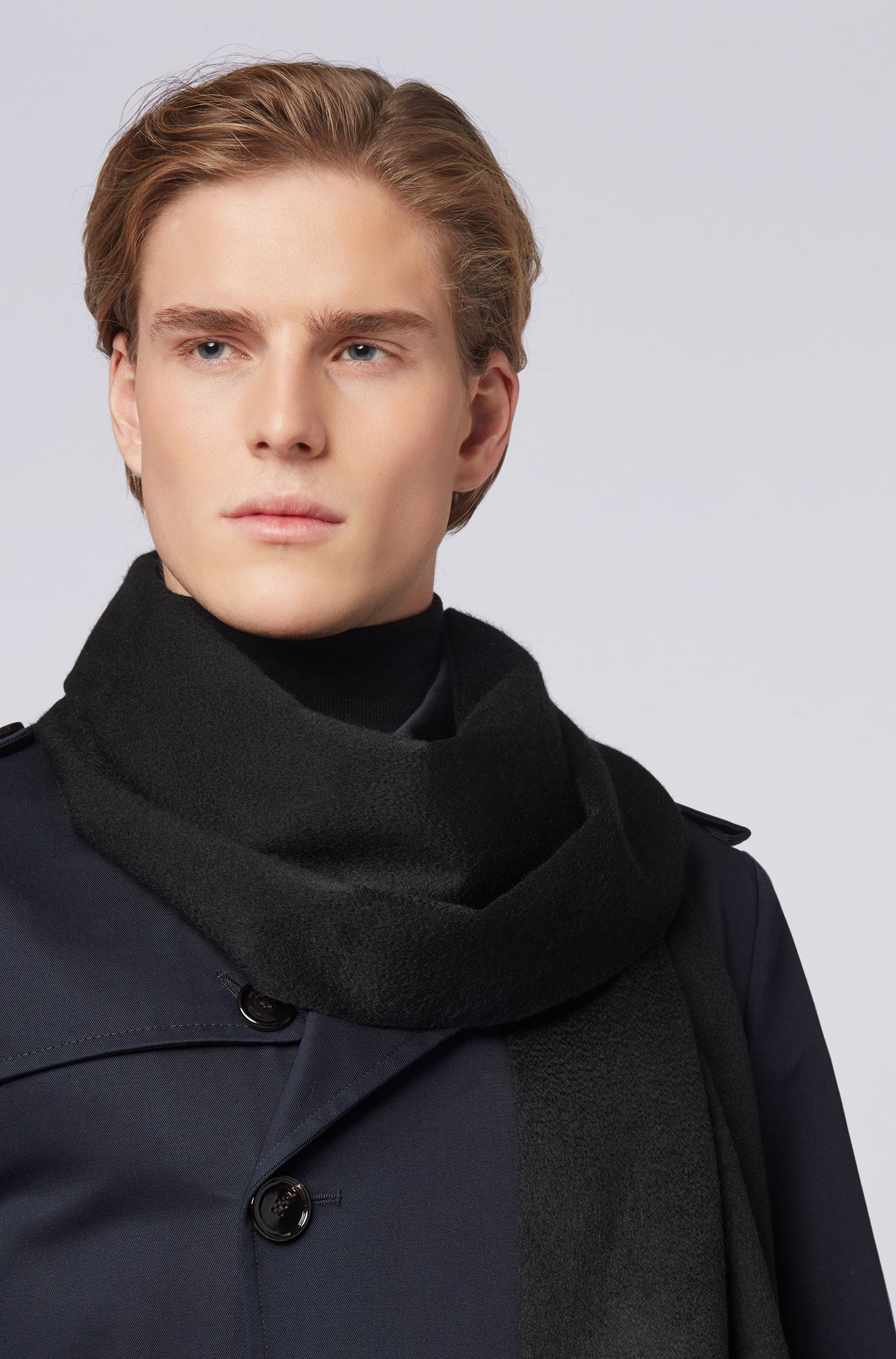 Tailored Italian-made scarf in cashmere with fringed hem, Black