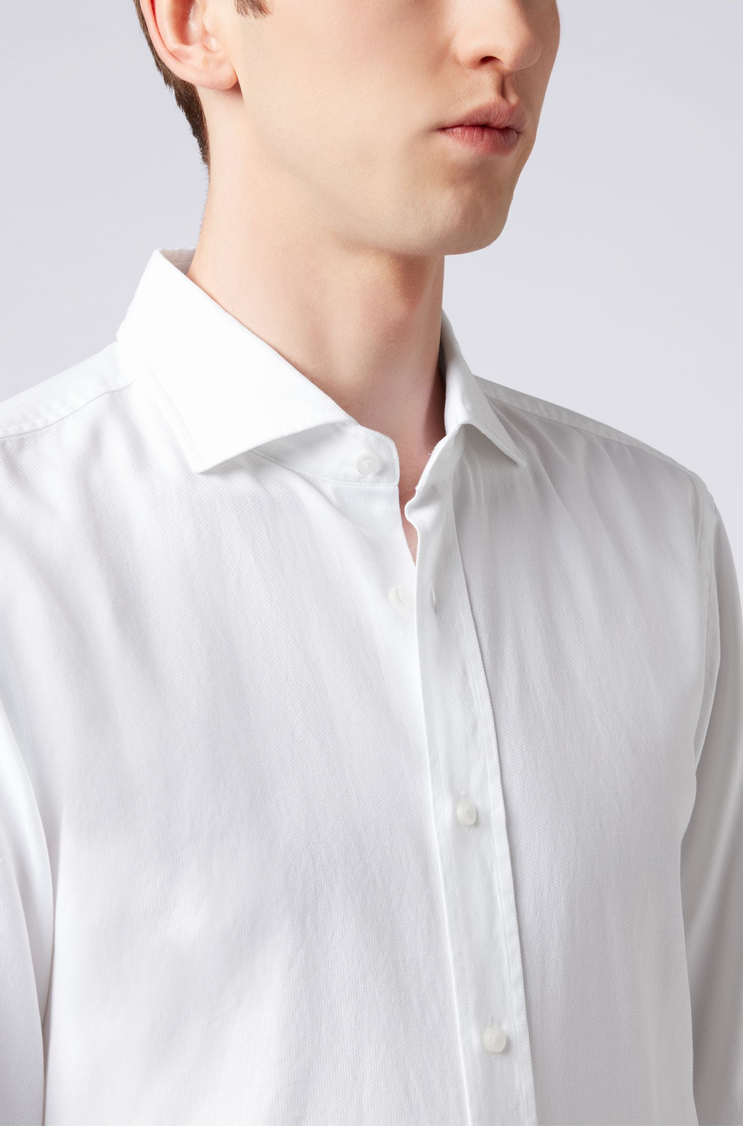 Camisa slim fit de algodón italiano con panel plisado, Blanco