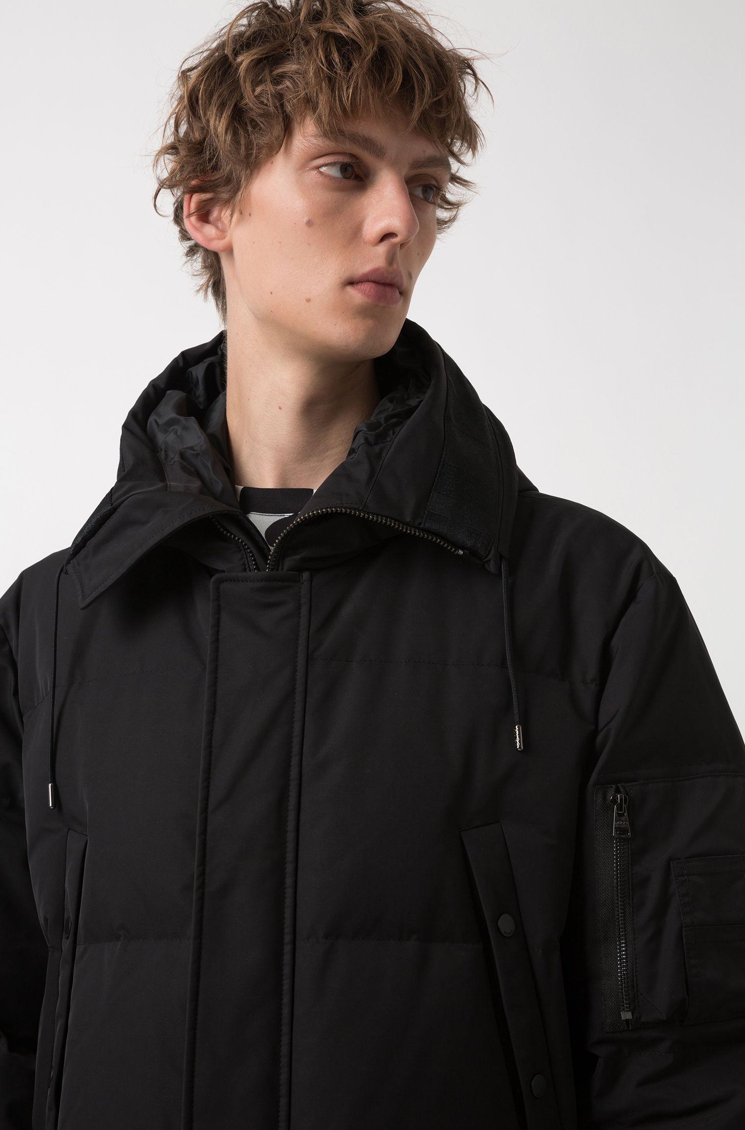 Veste en duvet à capuche à la finition extérieure imperméable, Noir