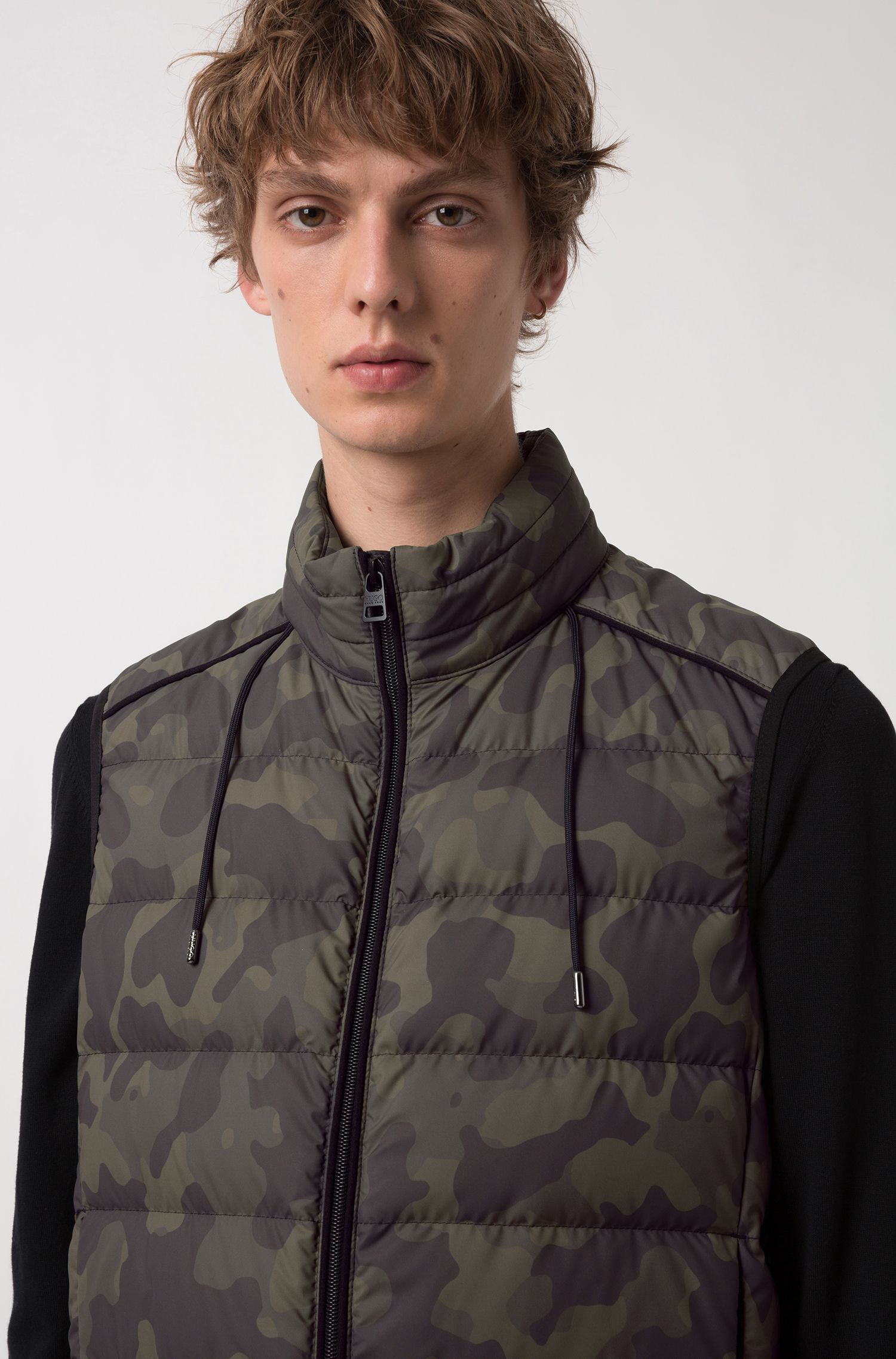 Stand-collar gilet with camouflage print and packable hood, Dark Green