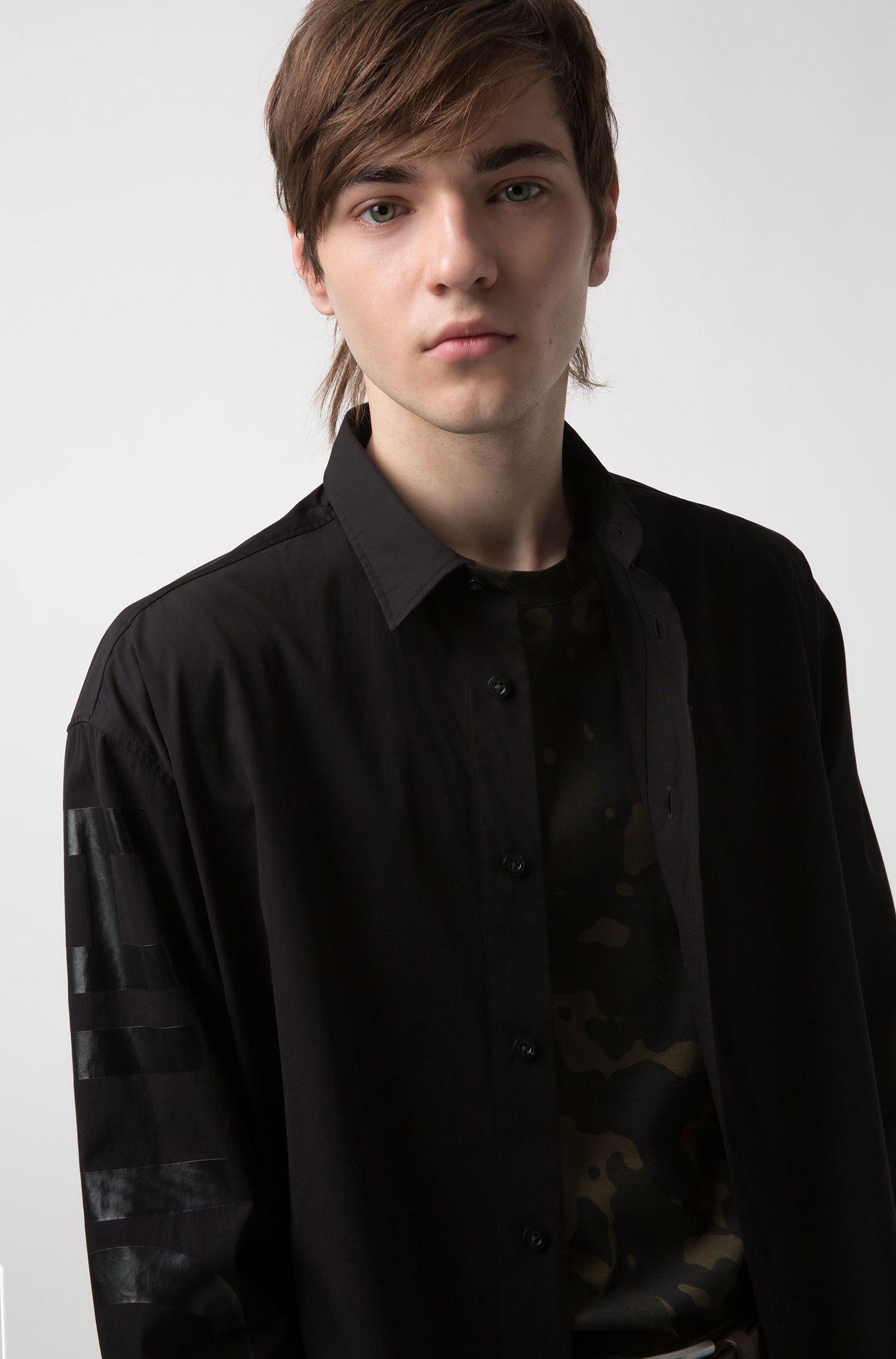 Oversized-fit cotton shirt with rubberised logo sleeve, Black