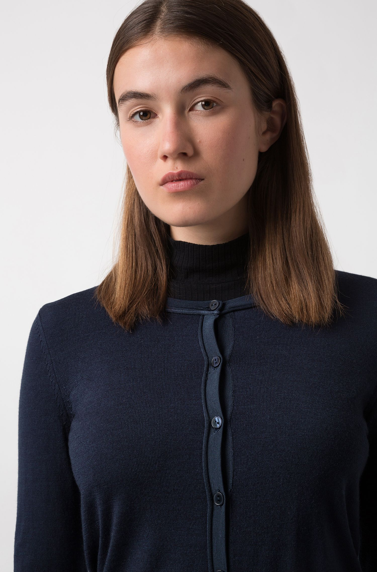 Cropped crew-neck cardigan in merino wool, Blue