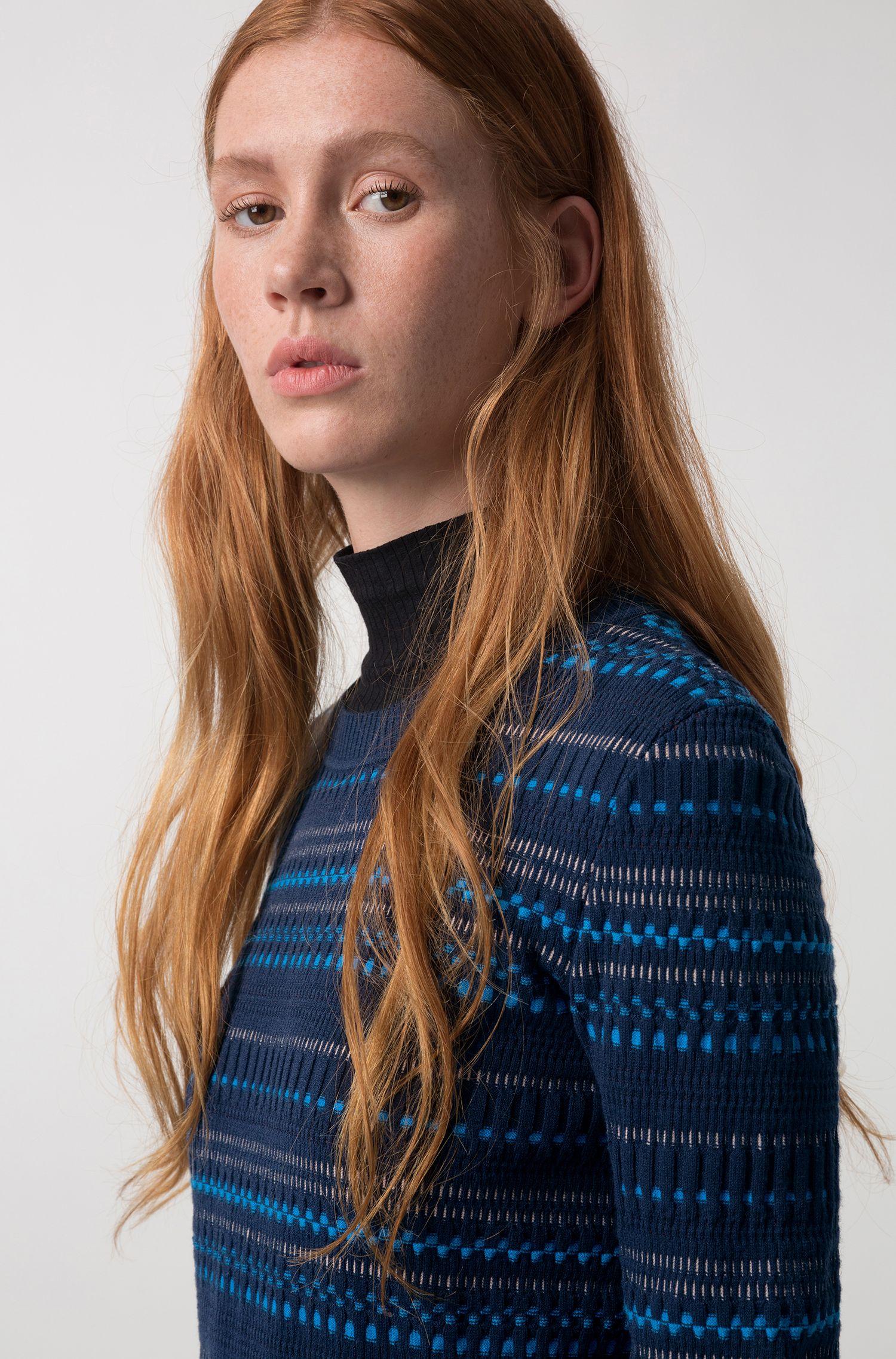 Jersey de cuello redondo en jacquard superelástico de 3 colores
