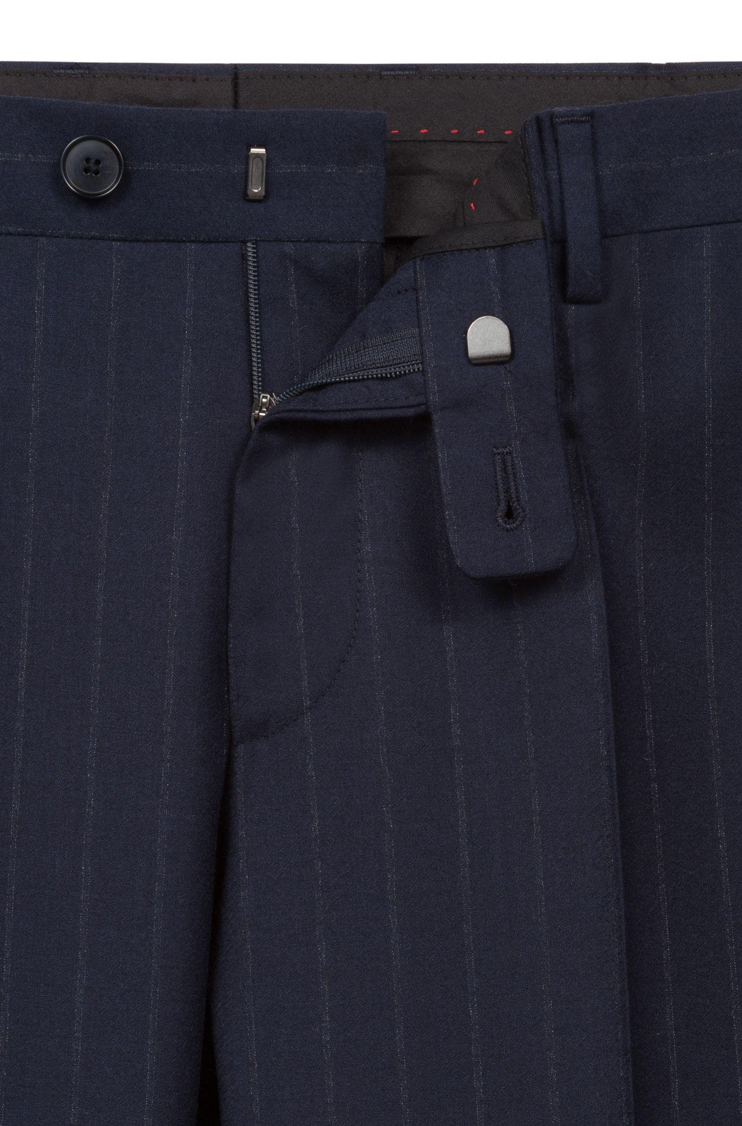Traje slim fit en lana virgen italiana con raya diplomática
