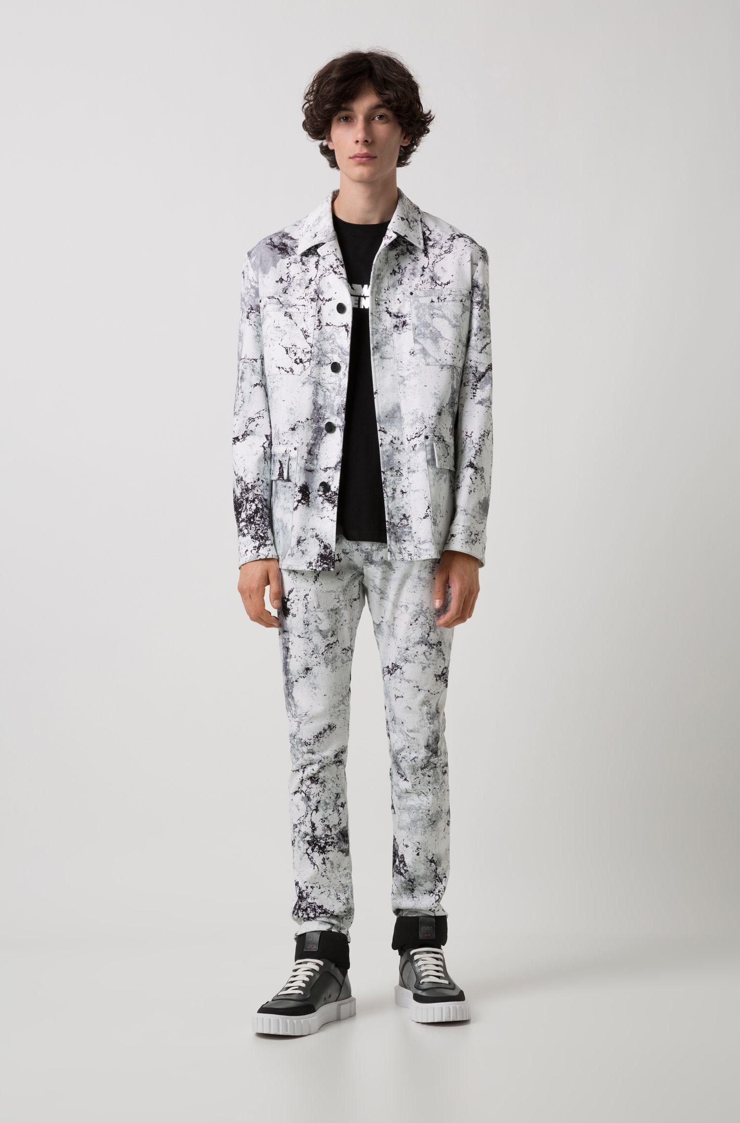 Blazer regular fit in cotone elasticizzato con un motivo a disegni della collezione