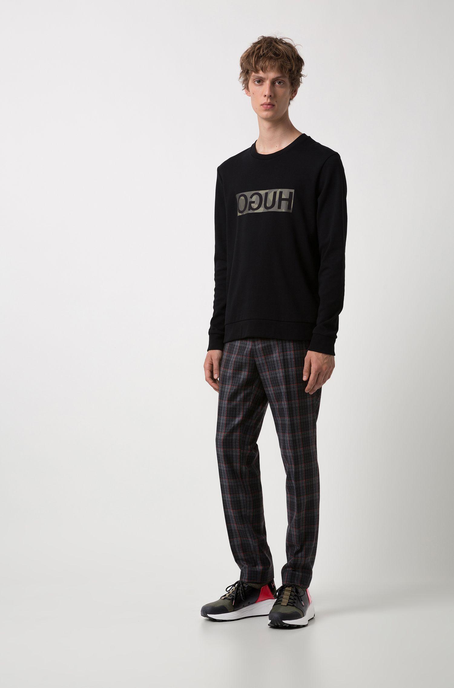 Sudadera en puro algodón con logo invertido sobre un estampado de camuflaje, Negro