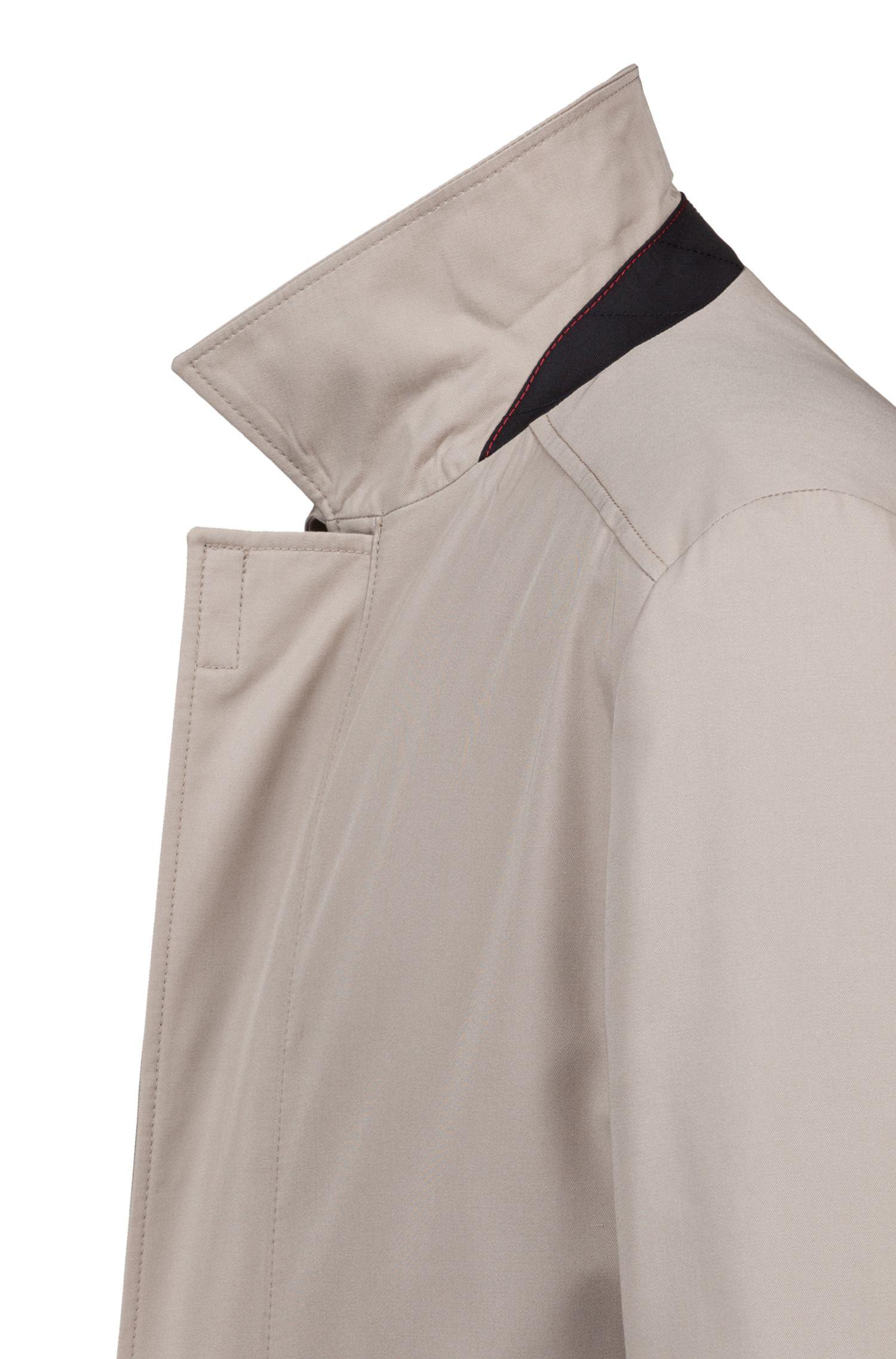 Abrigo slim fit en tejido técnico repelente al agua , Beige