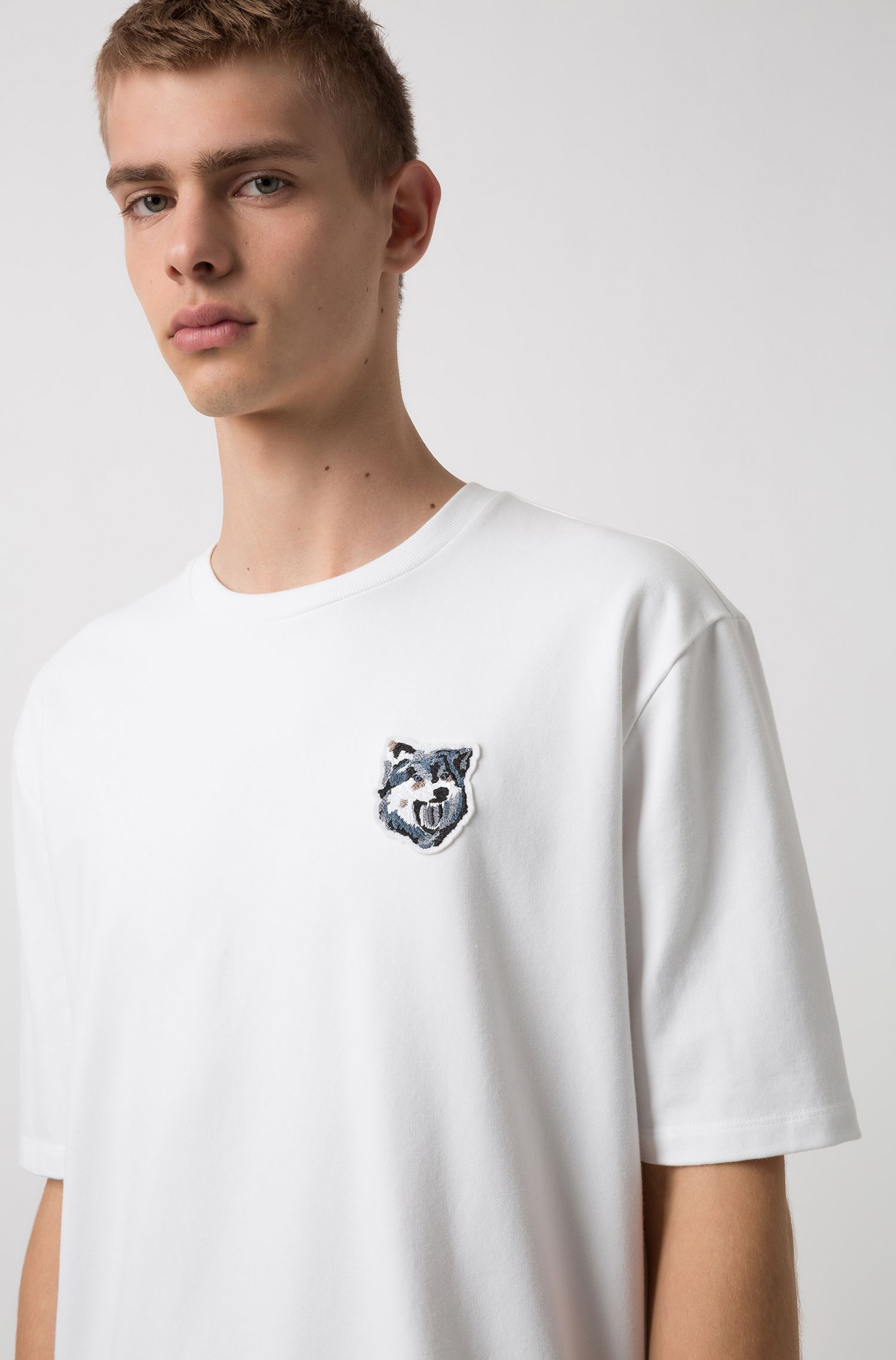 T-shirt Oversized Fit en doux French Terry avec badge loup, Blanc