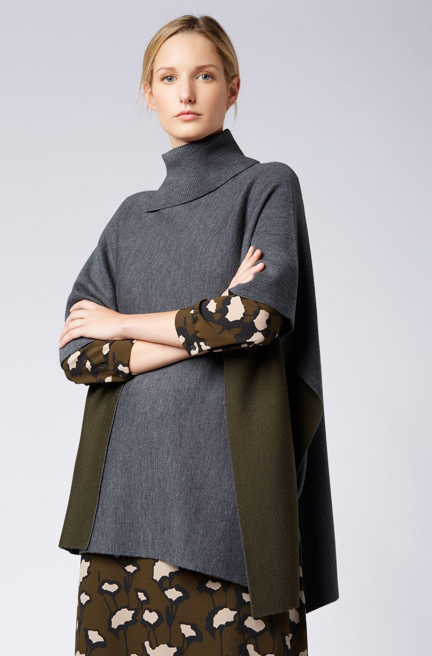 Poncho aus Schurwolle mit geschlitztem Rollkragen, Gemustert