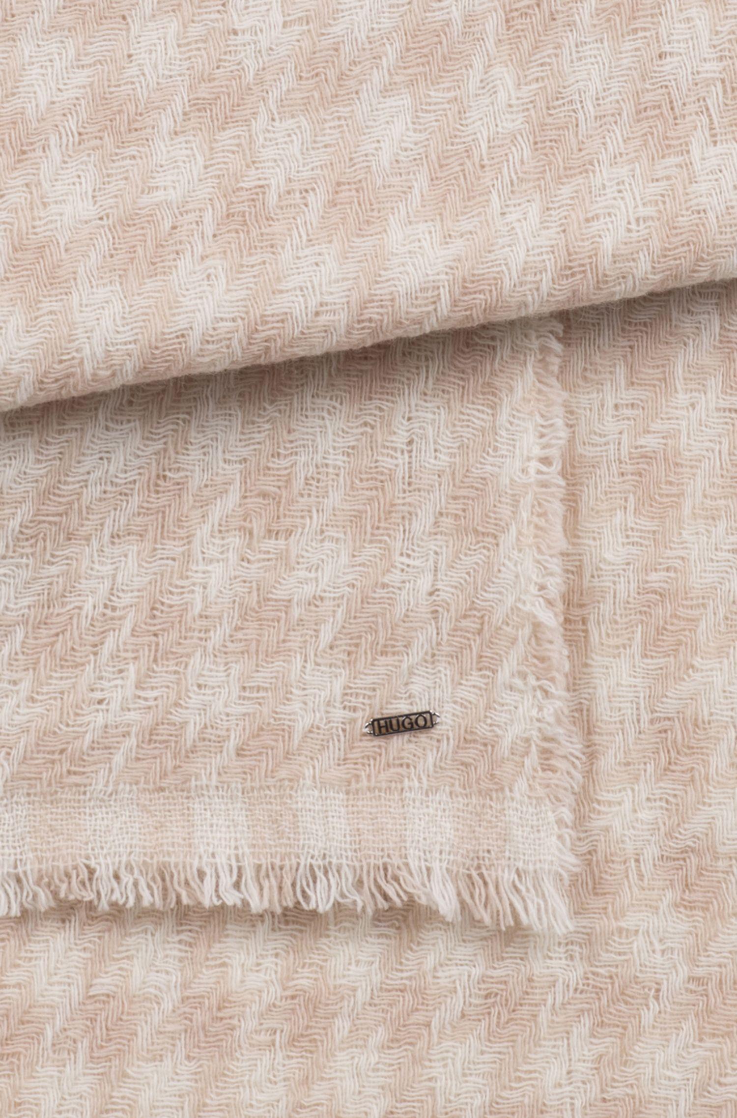 Schal aus Schurwoll-Mix mit Hahnentritt-Muster aus Jacquard, Gemustert