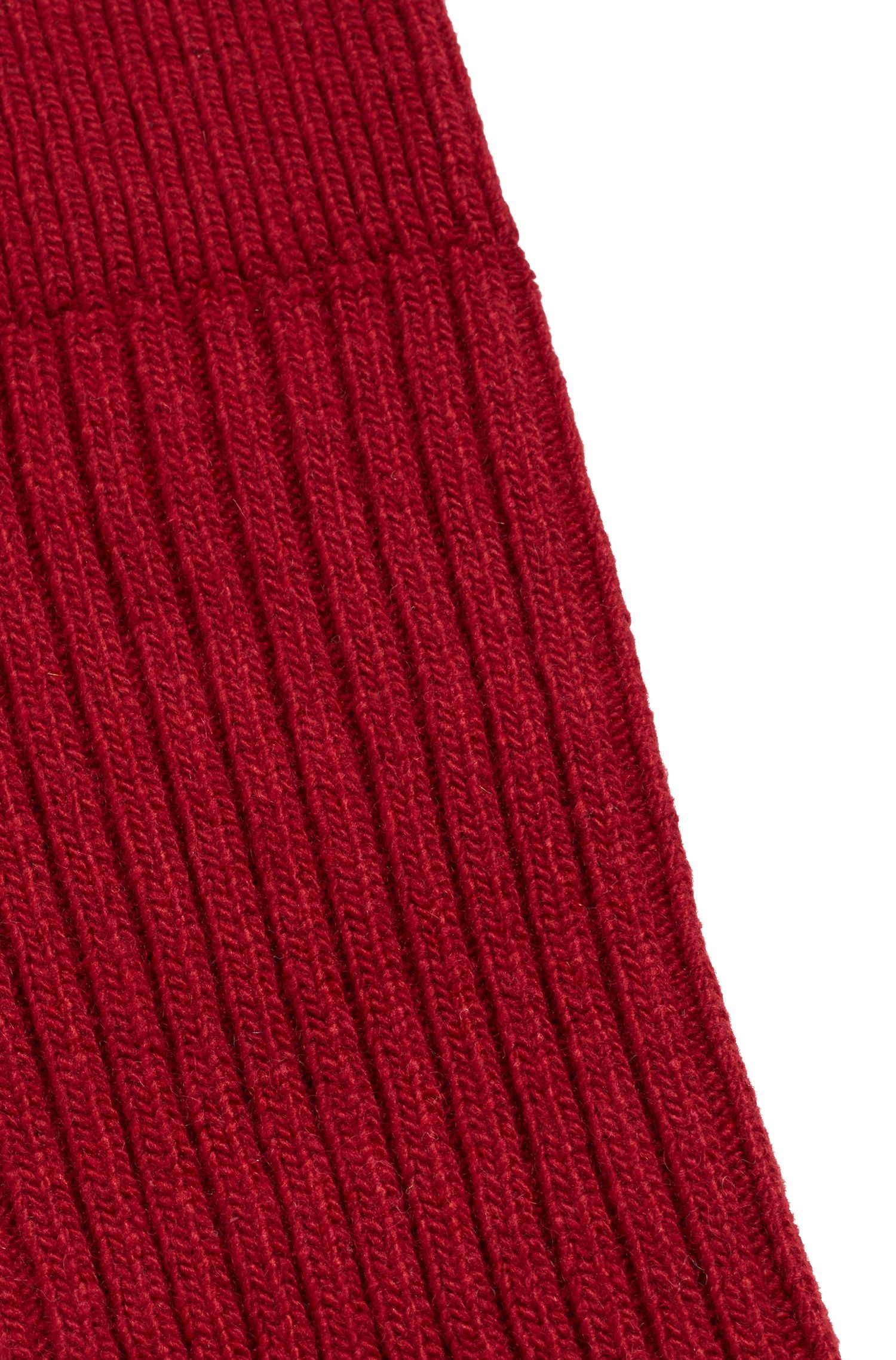 Gerippte hohe Socken aus einem Material-Mix mit Wolle und Kaschmir