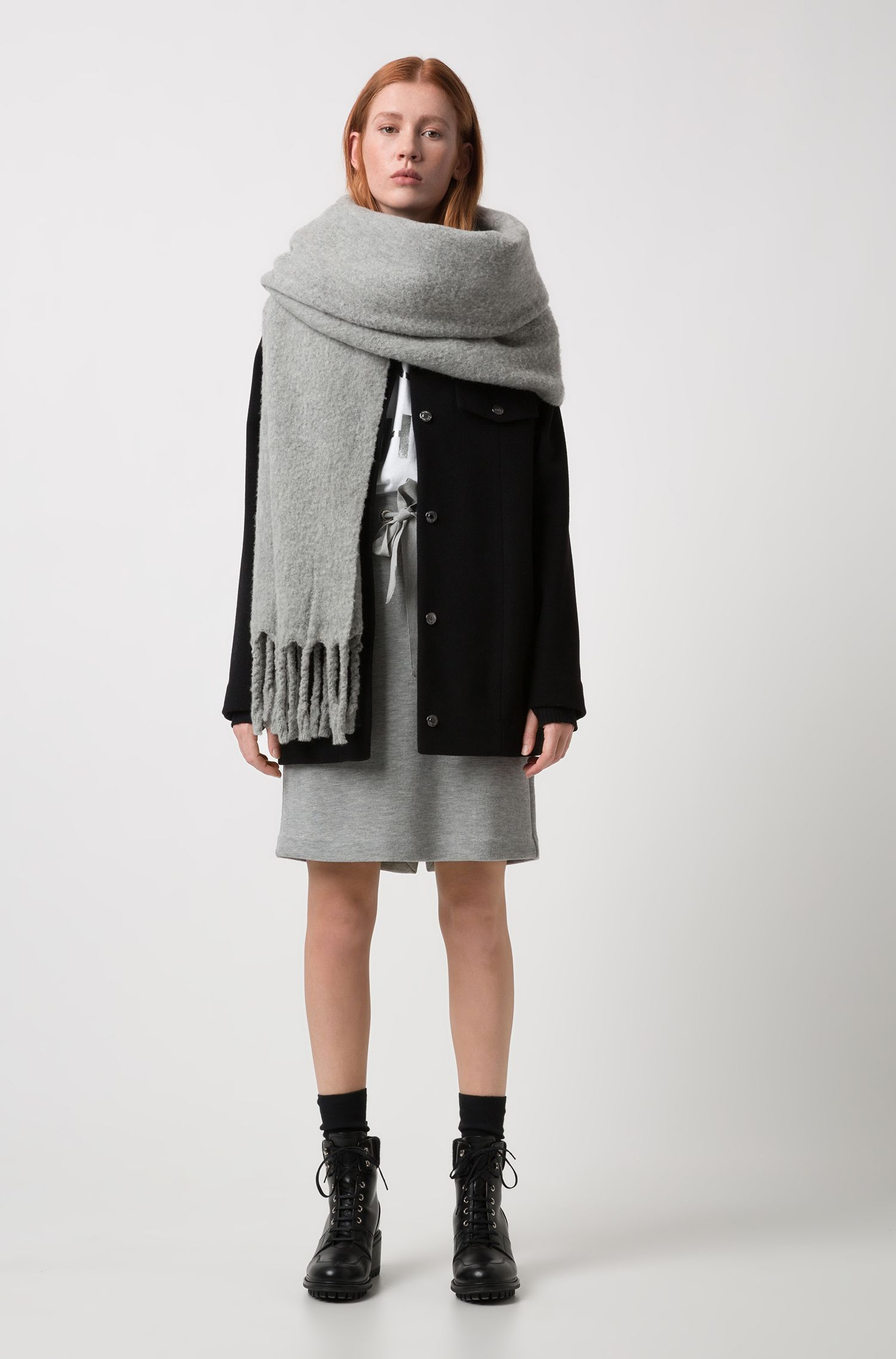 Scarf in a wool blend with chunky fringed edges, Grey