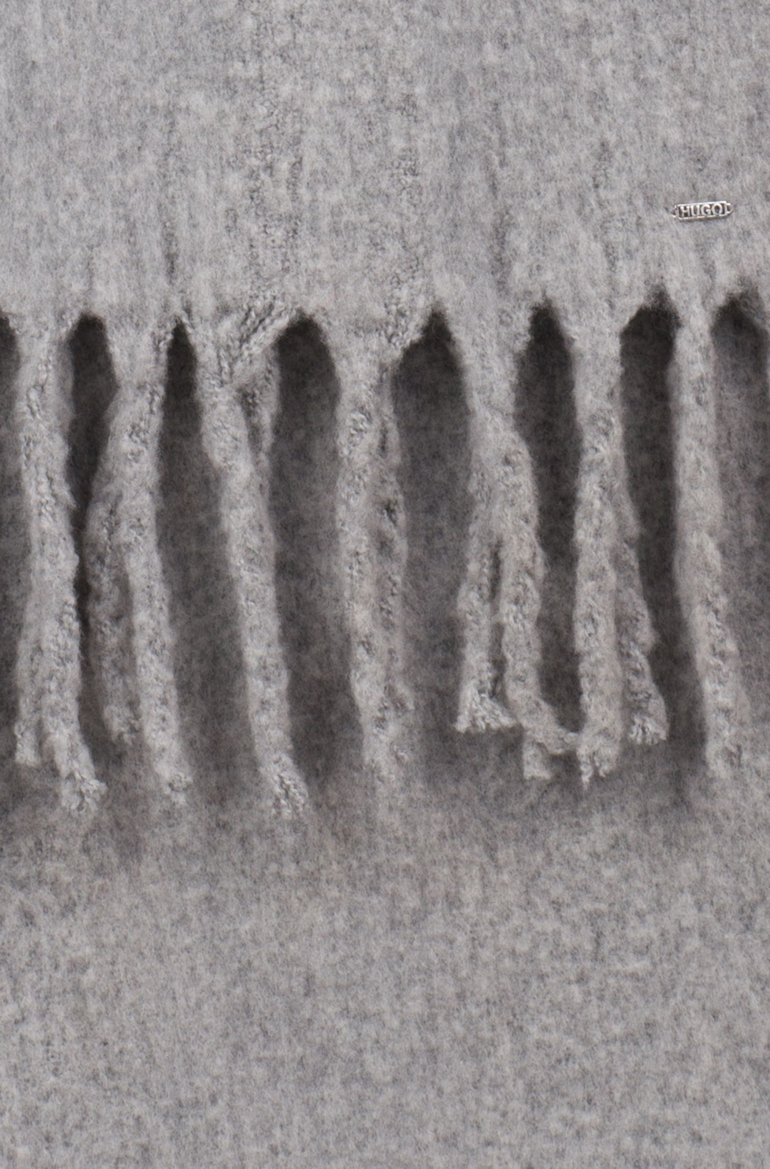 Bufanda en mezcla de lana con flecos gruesos en los bordes, Gris