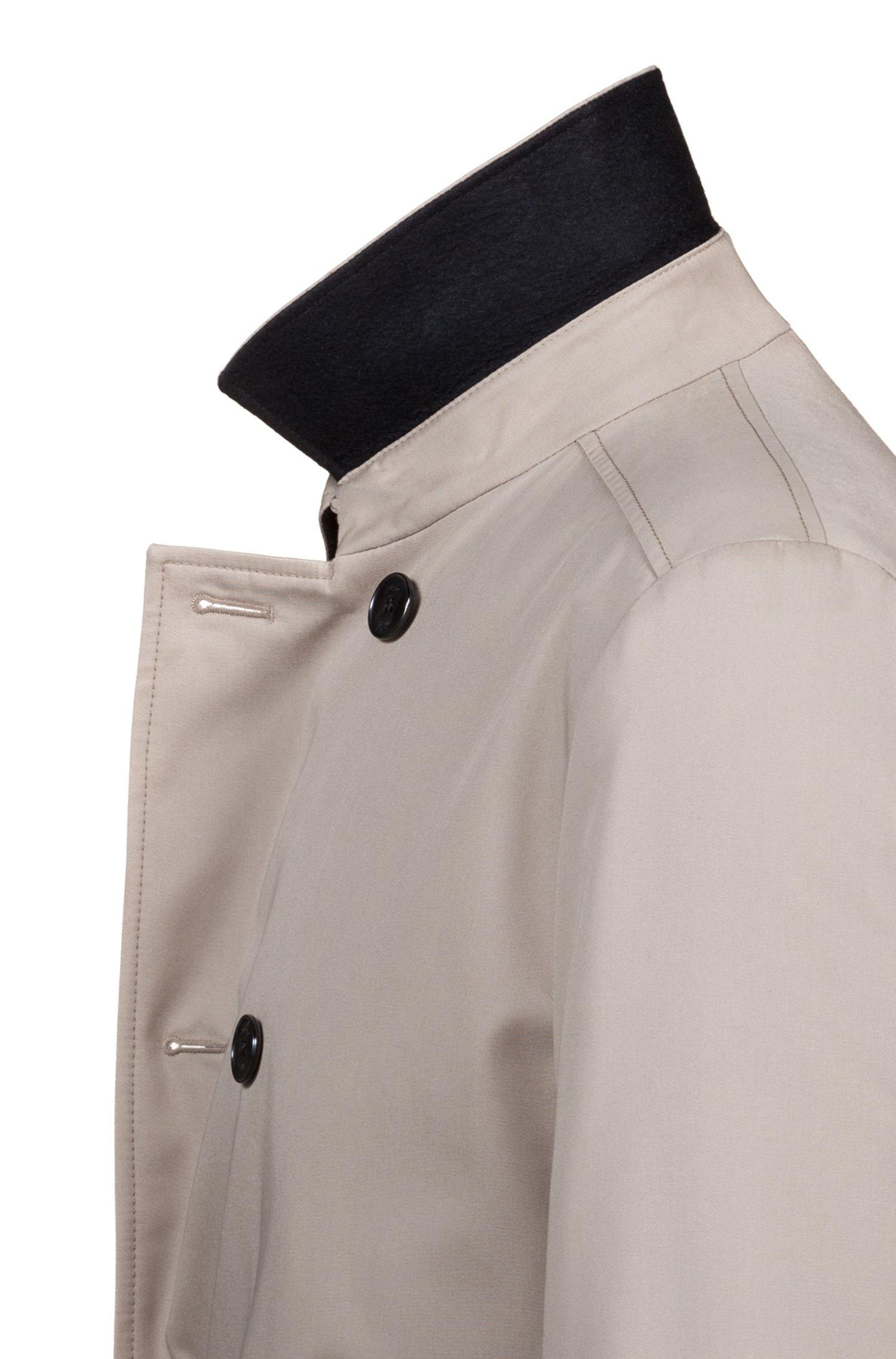 Slim-fit trenchcoat van waterafstotend, technisch materiaal, Beige