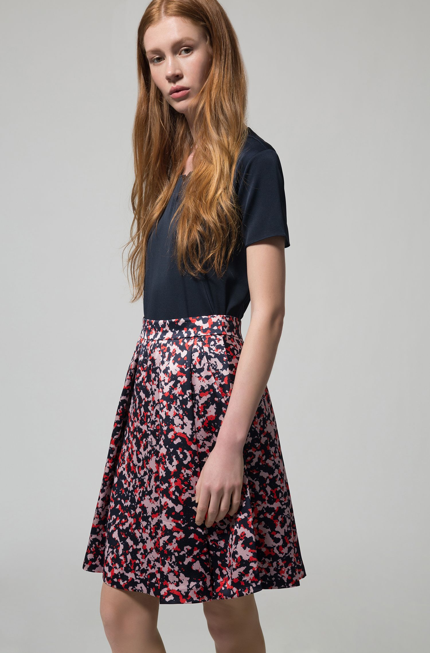 High-waisted skirt in hammered camouflage fabric