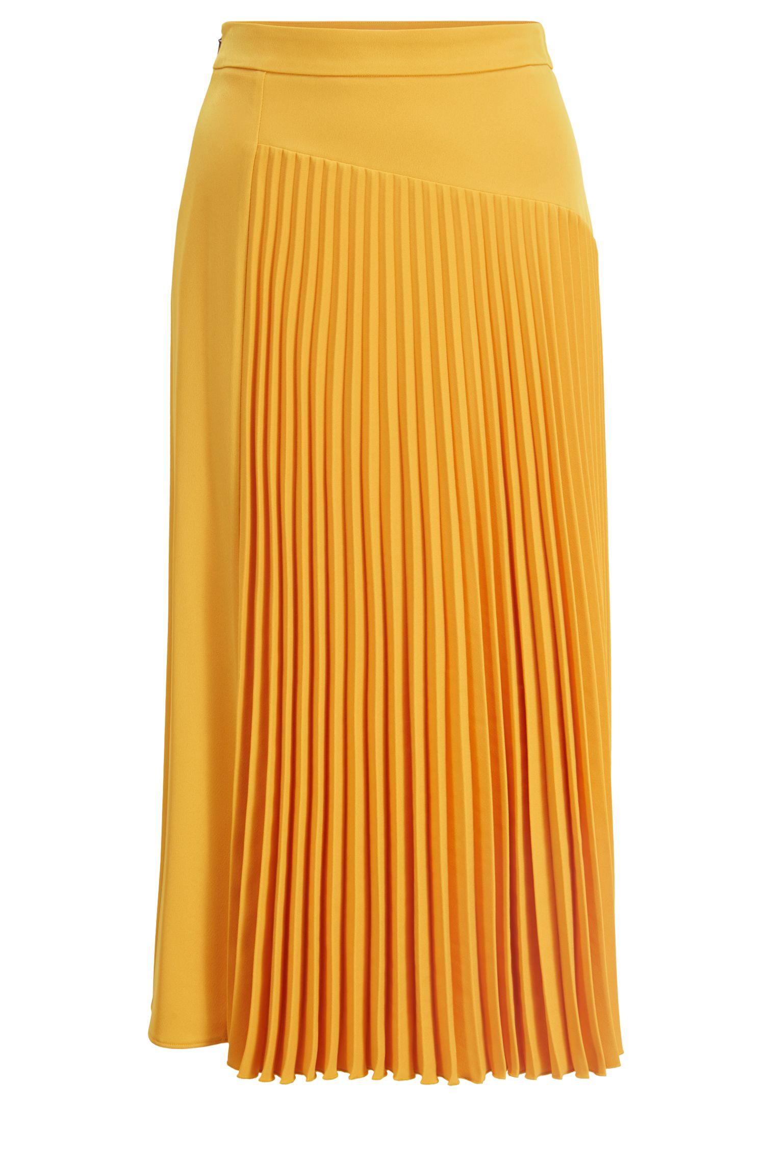 Jupe mi-longue à la coupe évasée, à empiècement plissé asymétrique, Jaune