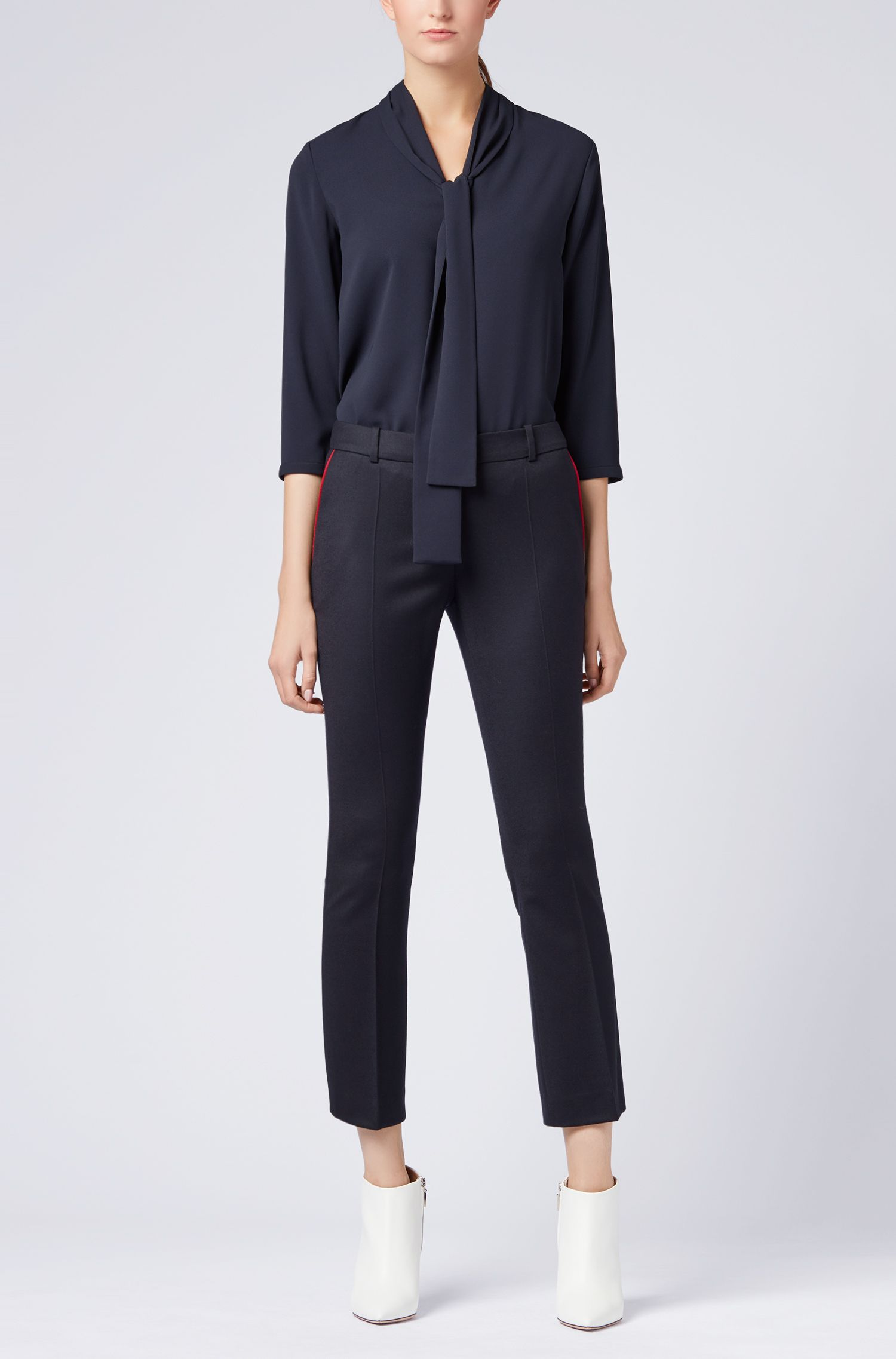 Leichte Regular-Fit Bluse aus elastischem Krepp mit Schleife am Ausschnitt, Dunkelblau
