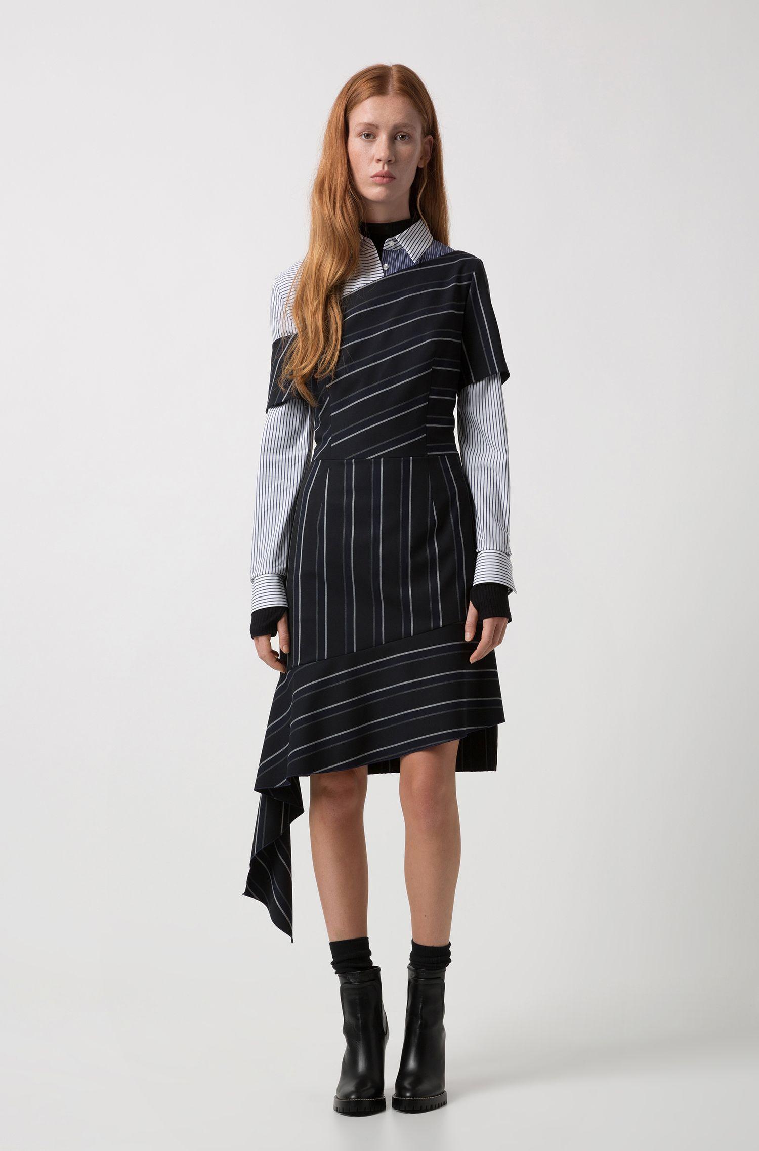 Nadelstreifen-Kleid mit asymmetrischen Bahnen, Schwarz