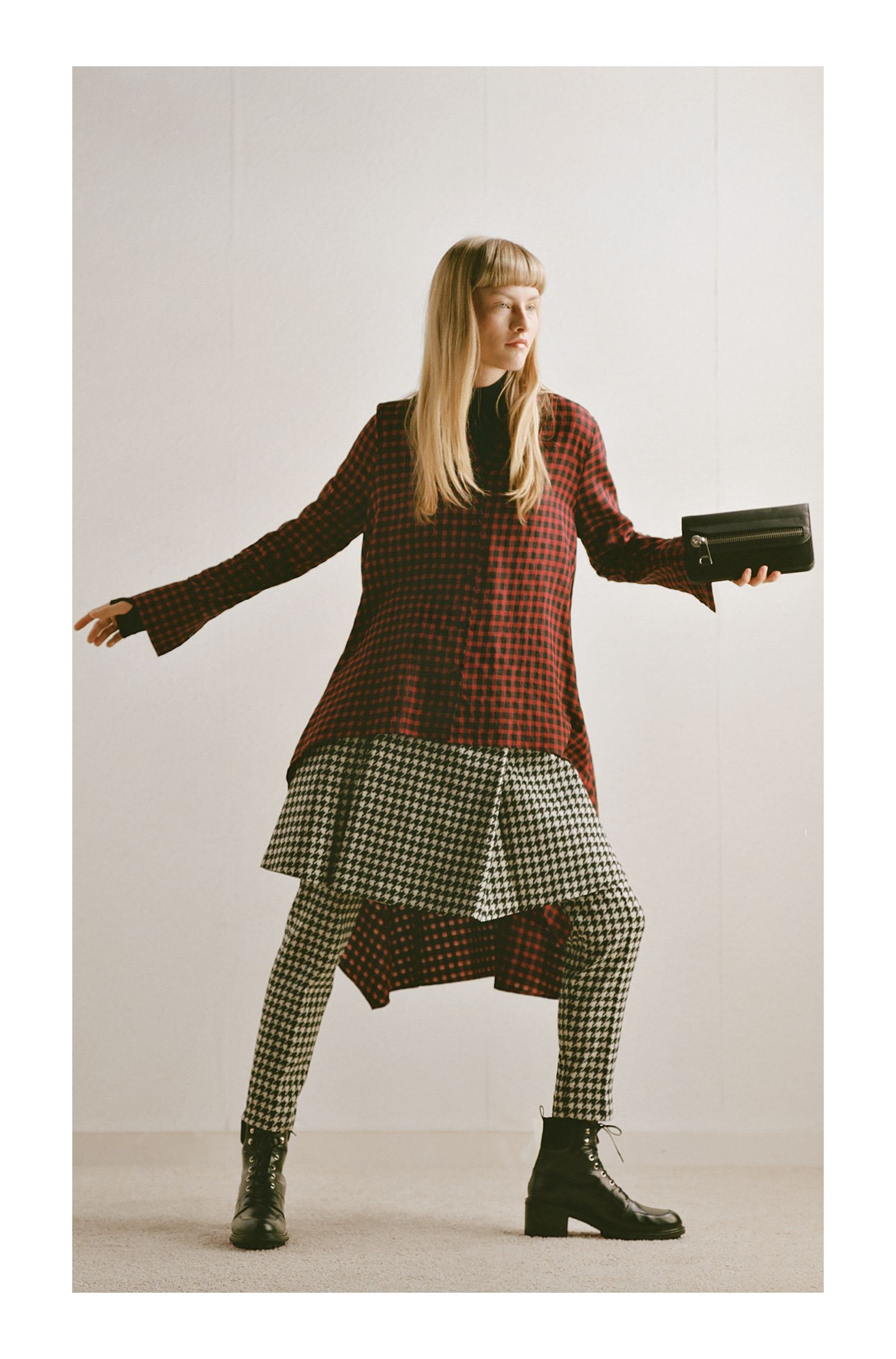 Slim-fit cropped trousers in a houndstooth check, Patterned