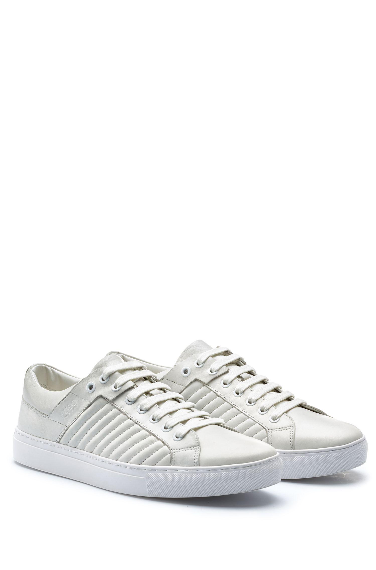 Sneakers in tennisstijl, van lamsleer met matelassé-details, Wit