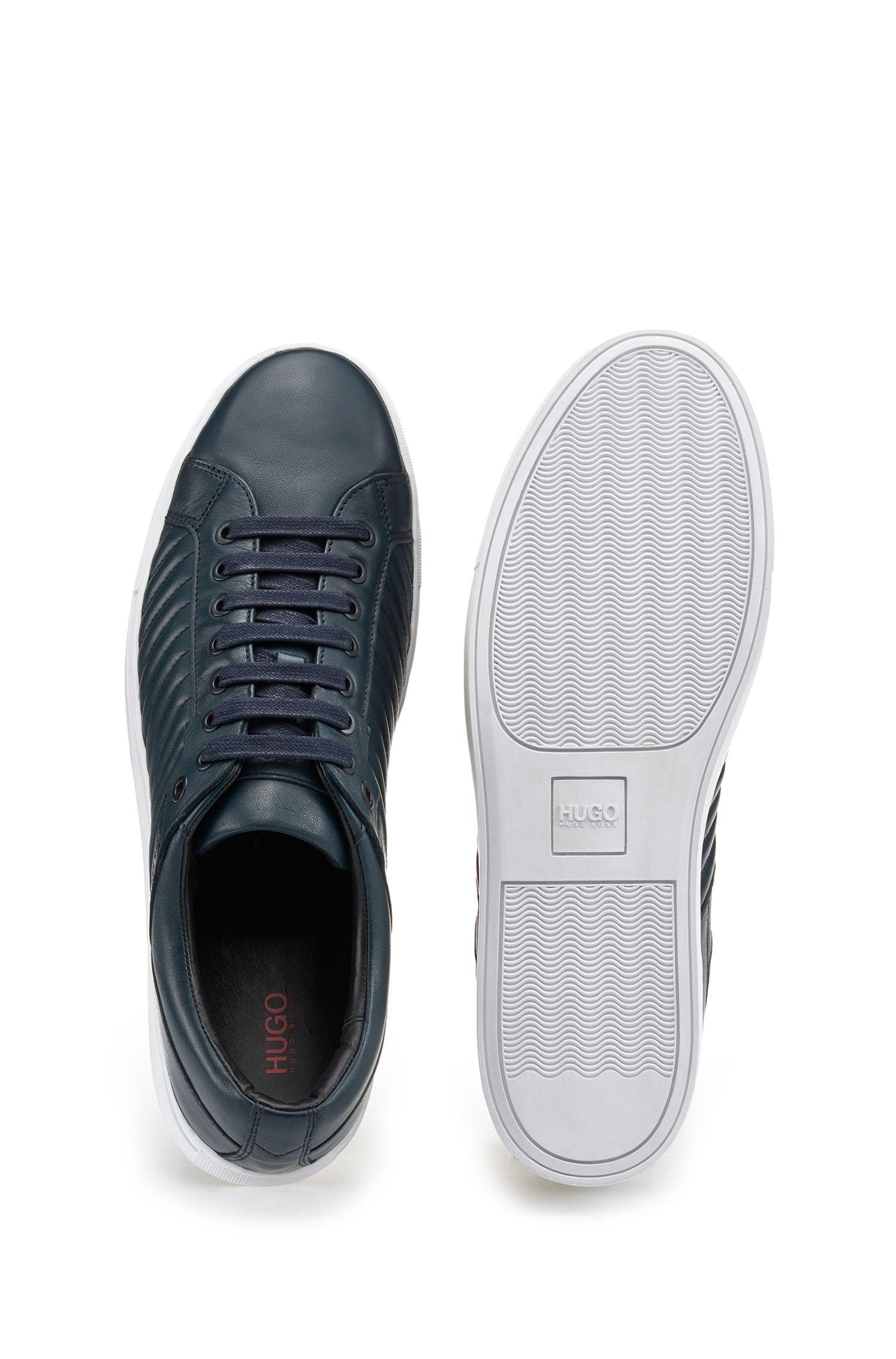Sneakersaus Leder mit Matelassé-Muster