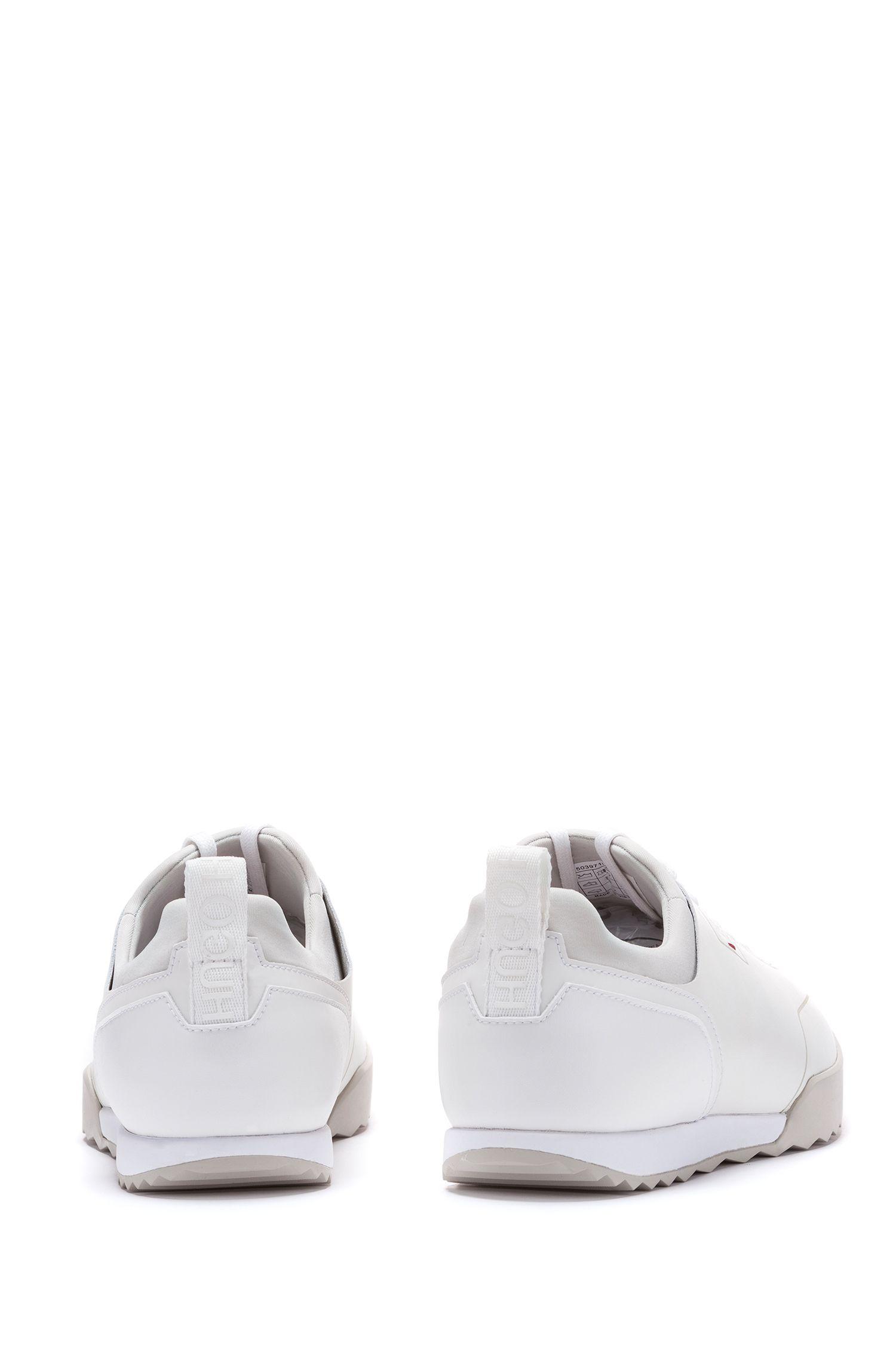 Lage sneakers van technisch materiaal met gelaserde details, Wit