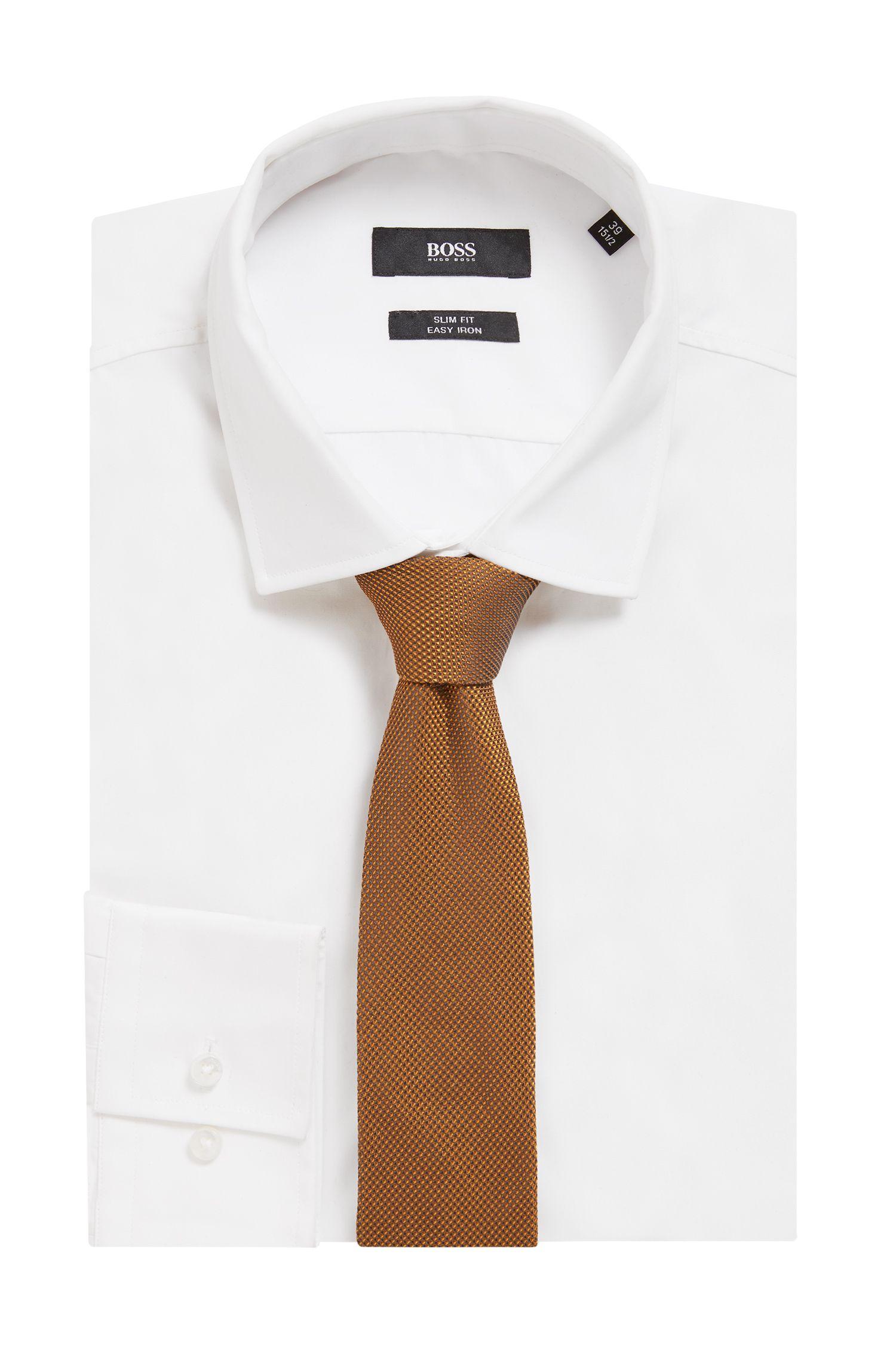 Corbata elaborada en Italia con jacquard de seda, amarillo oscuro