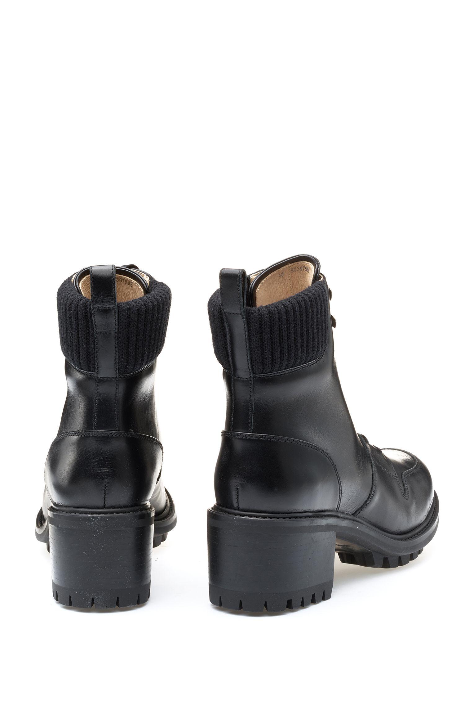 Geschnürte Leder-Boots mit Profilsohle, Schwarz