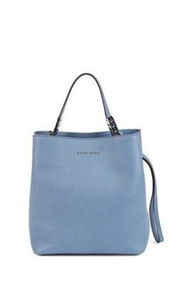 702c63fa542 Bucket bag van Italiaans kalfsleer met reliëf en trekkoord, Lichtblauw