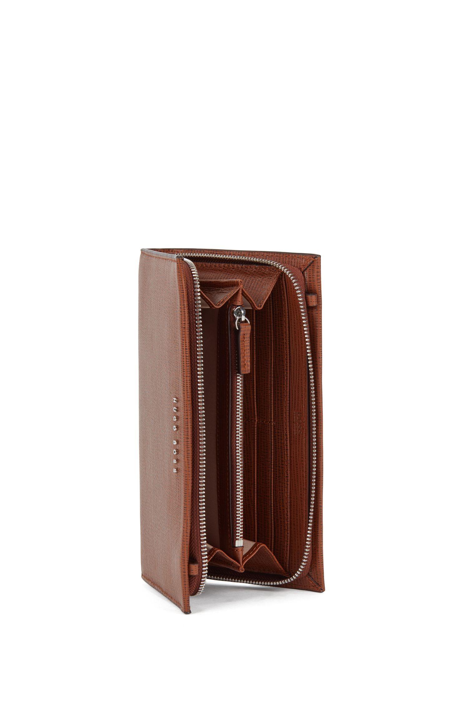 Bolso estilo monedero en piel de becerro de Italia con grabado, Marrón