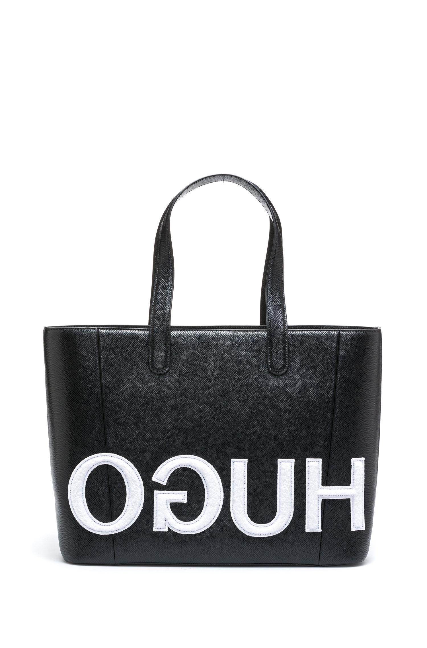 Shopper van kalfsleer met opgestikt gespiegeld logo, Zwart