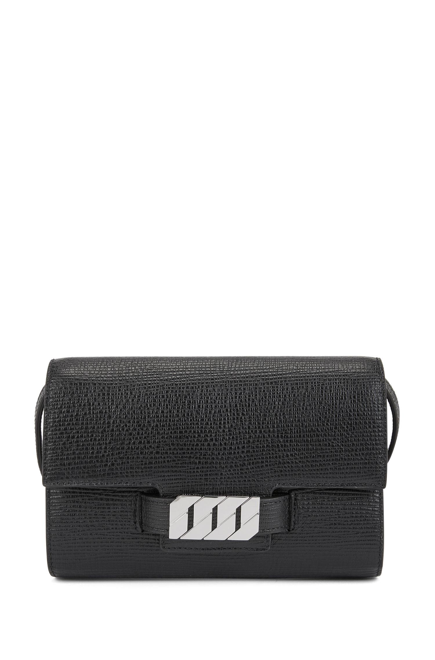 Clutch aus italienischem Leder mit charakteristischen Metall-Details, Schwarz