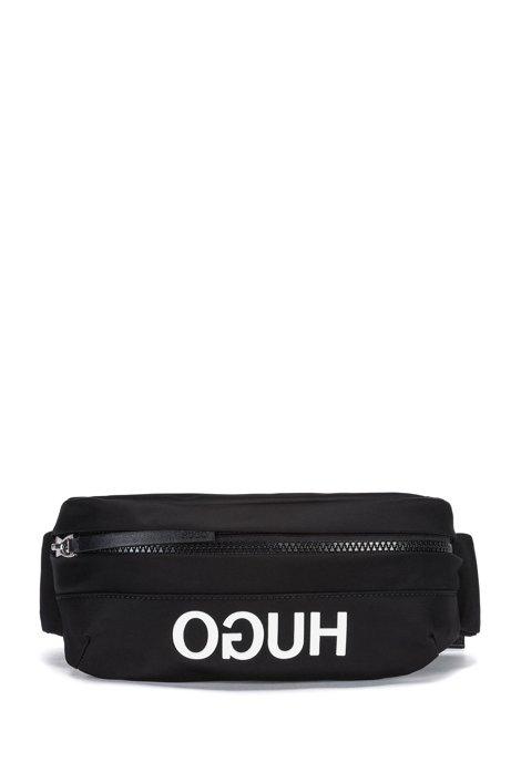 29c6441abfc Heuptasje in een gabardine van technisch materiaal met gespiegeld logo,  Zwart