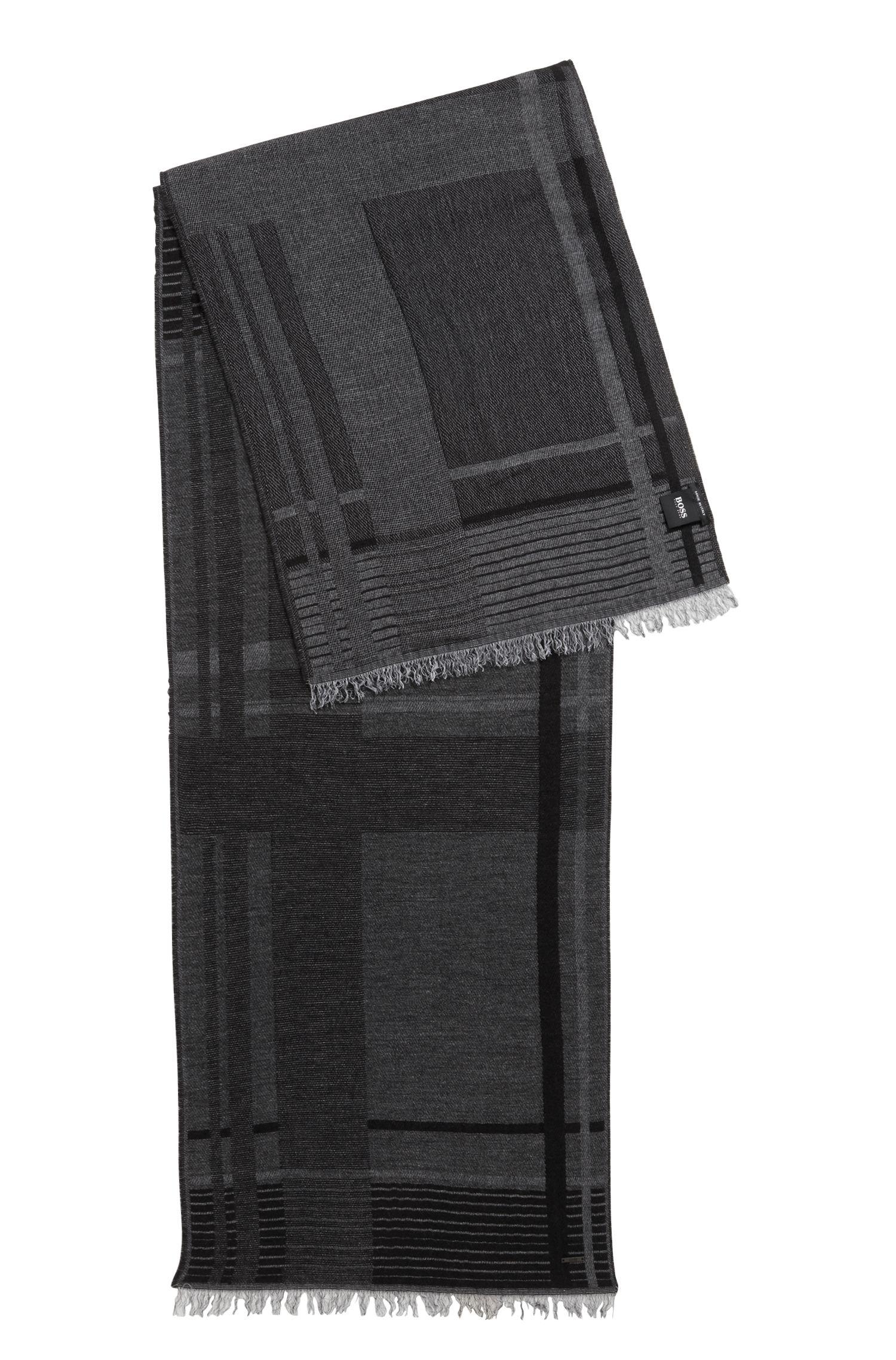 Bufanda en jacquard con cashmere con flecos en el dobladillo y cuadros de temporada, Negro