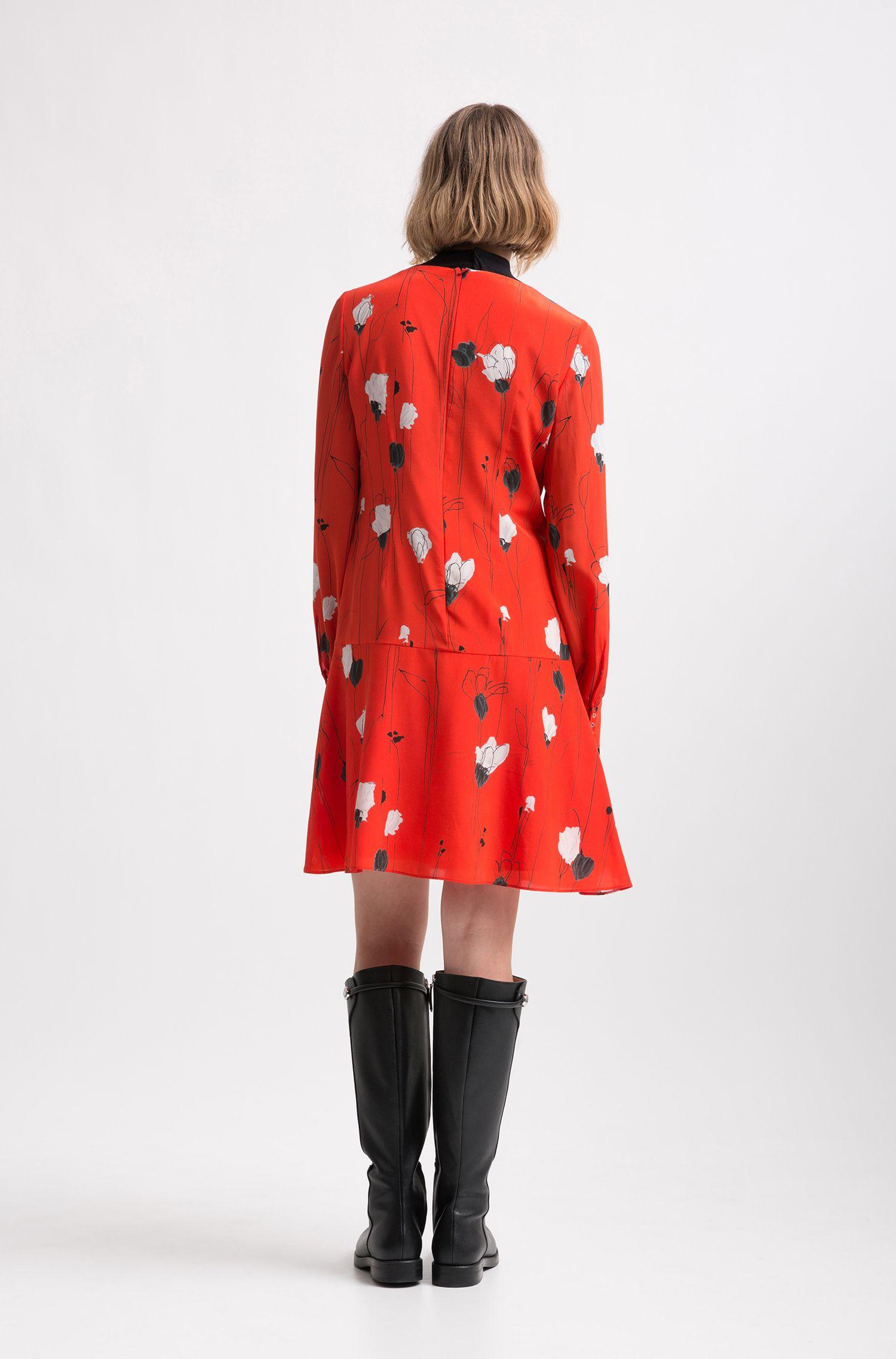 Leichtes Kleid mit Blumenprint und mehrlagigem Saum, Gemustert