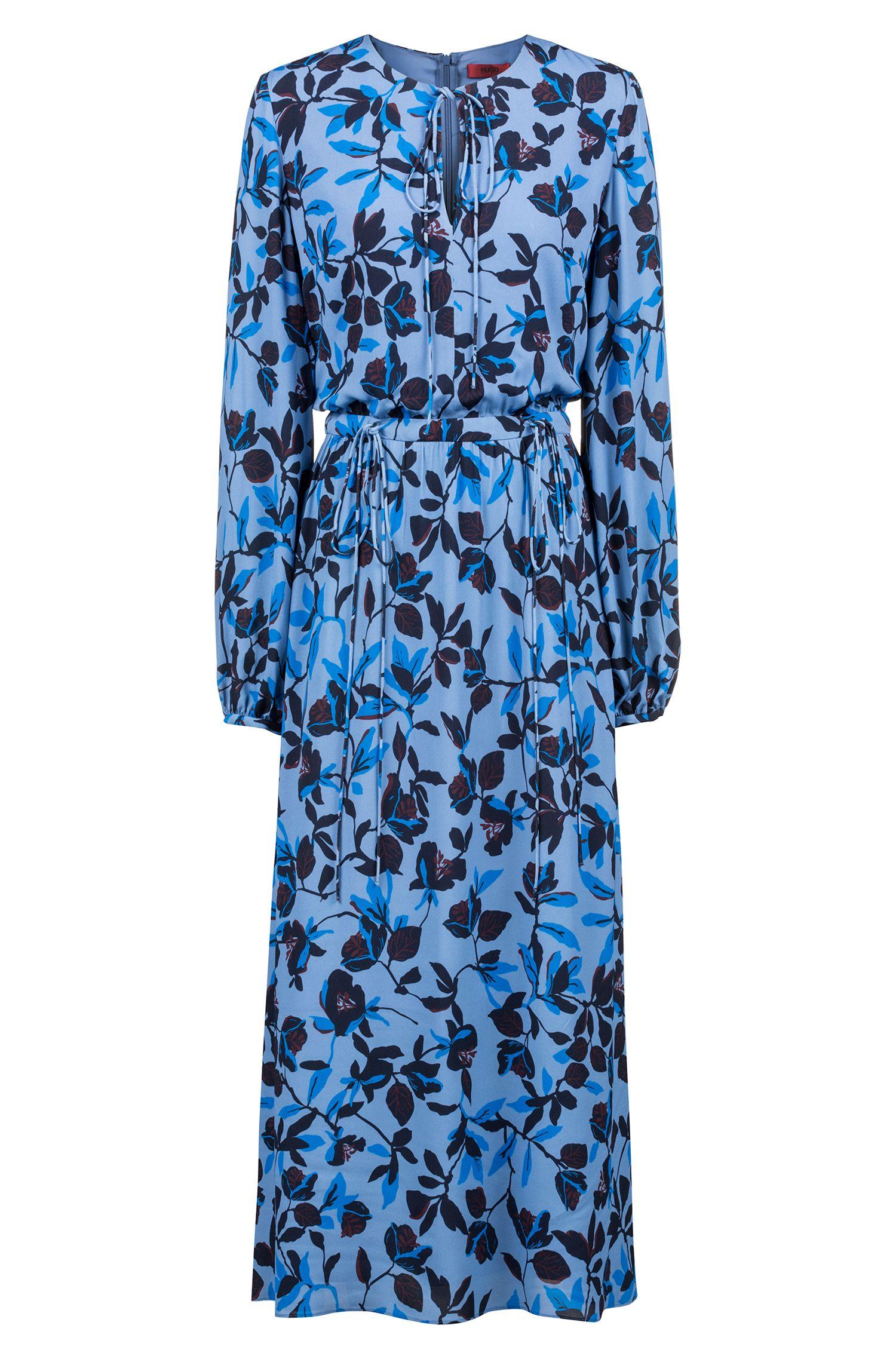 Une robe mi-longue légère à imprimé à fleurs et liens à nouer, Fantaisie