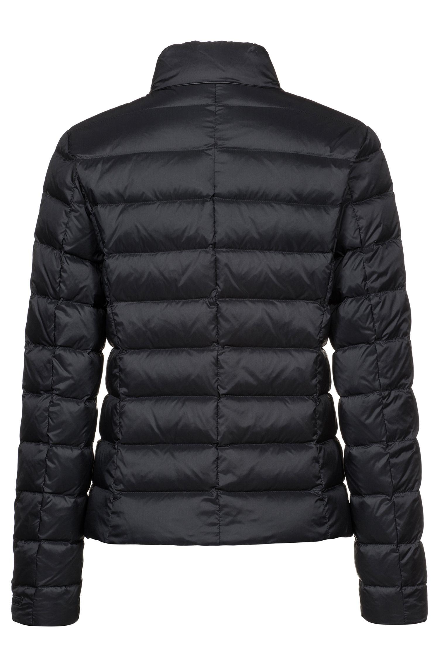 Waterafstotende jas met donsvulling en biezen van imitatieleer, Zwart