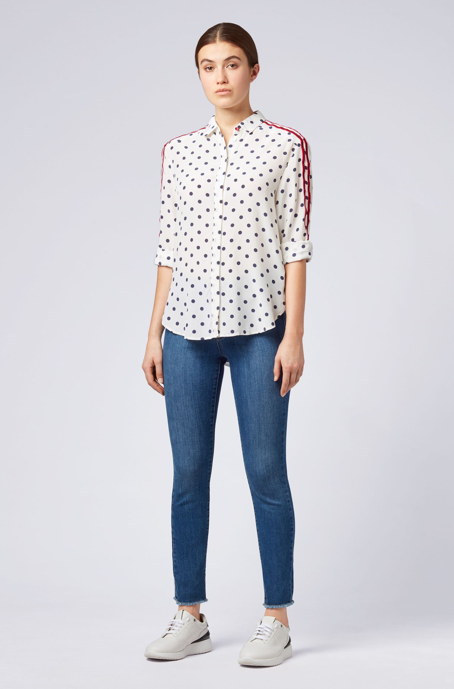 Blusa regular fit en seda estampada con rayas aterciopeladas, Natural