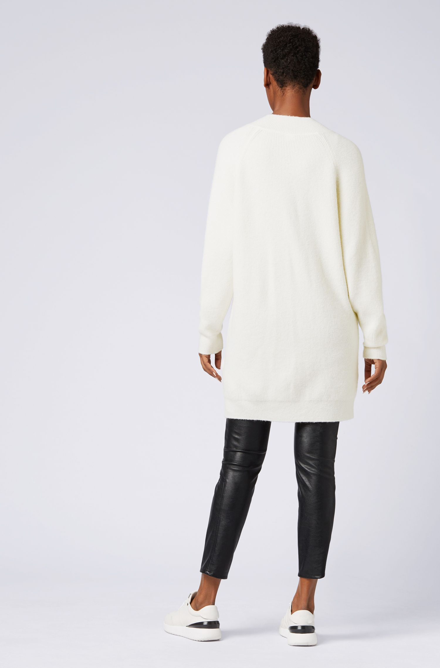 Robe en maille Oversized Fit avec col en V, Chair