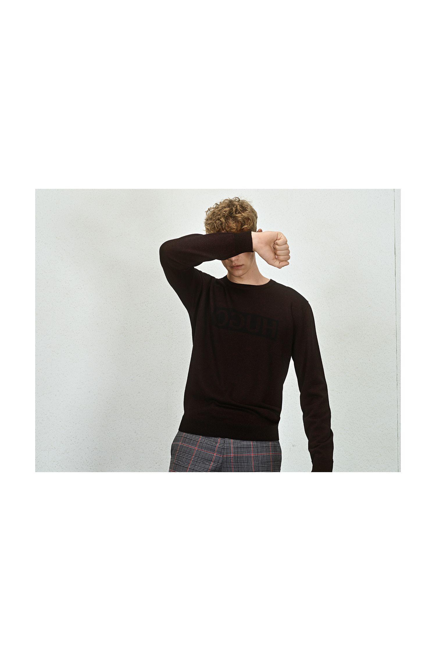 Maglione dal taglio oversize in maglia jacquard con logo a rovescio, Rosso scuro