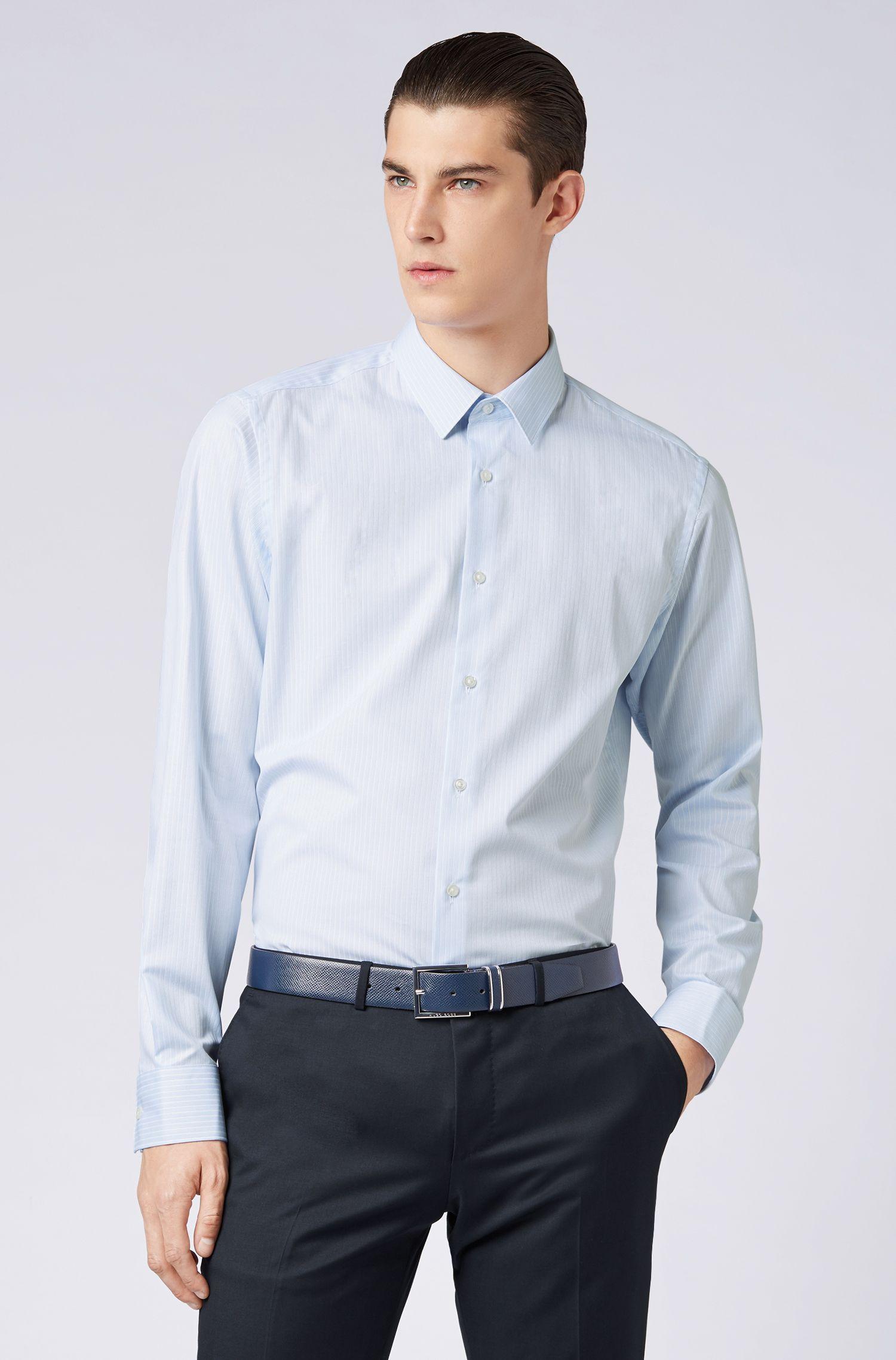 Regular-Fit Hemd aus Baumwolle mit feinen Strukturstreifen, Hellblau